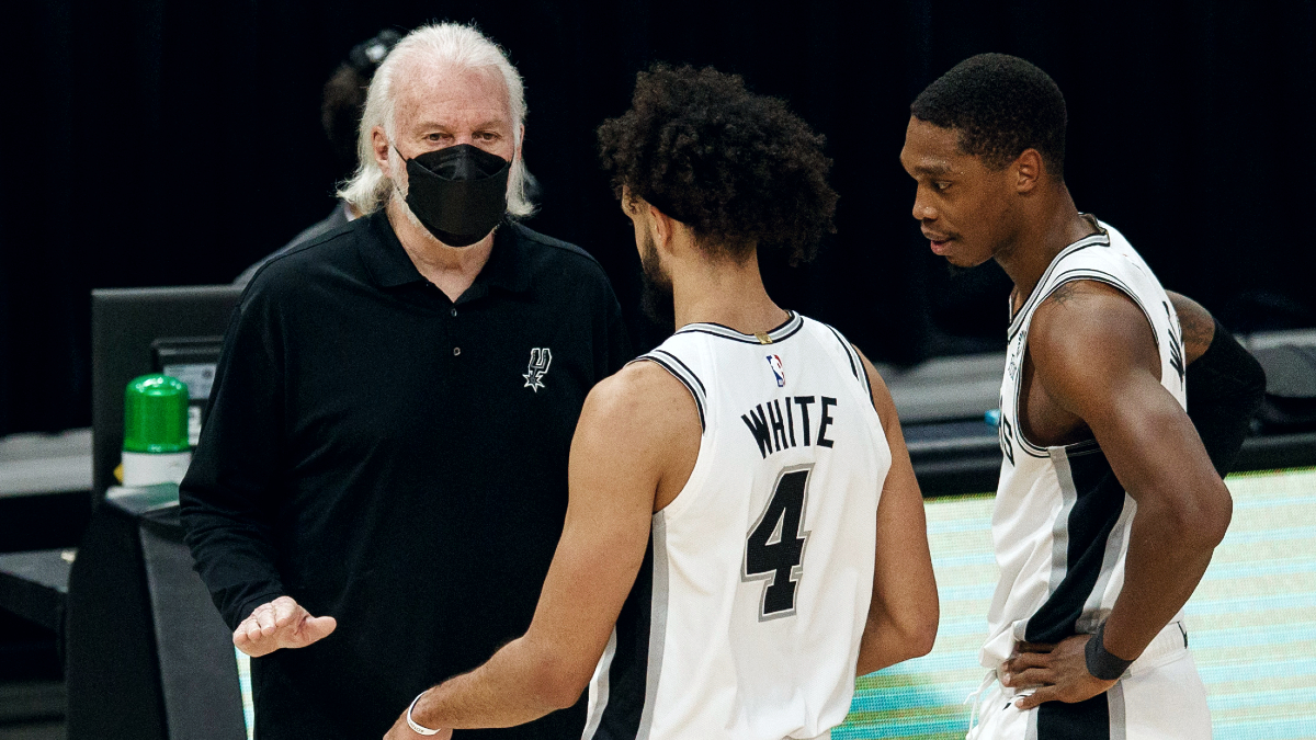 Gregg Popovich becomes 3rd coach in NBA history to reach 1,300 wins