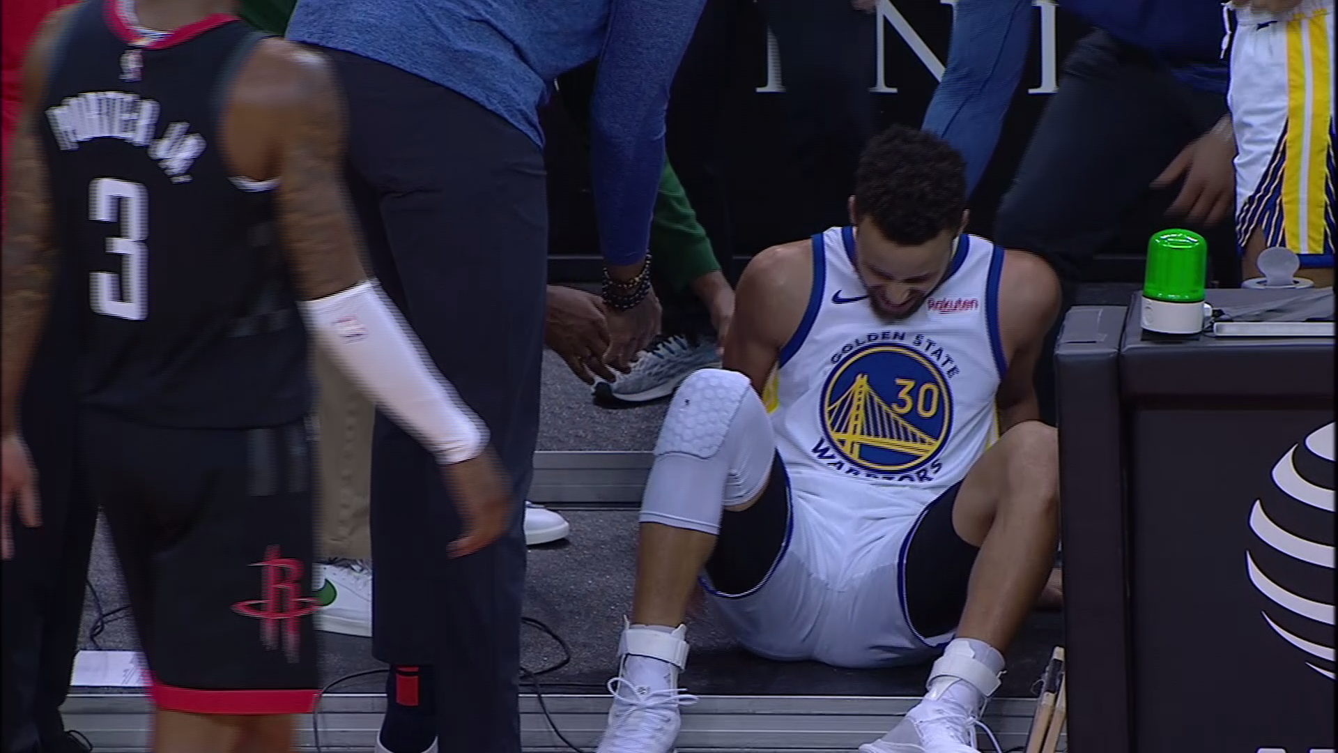 Stephen Curry lands awkwardly, exits Warriors game vs. Rockets