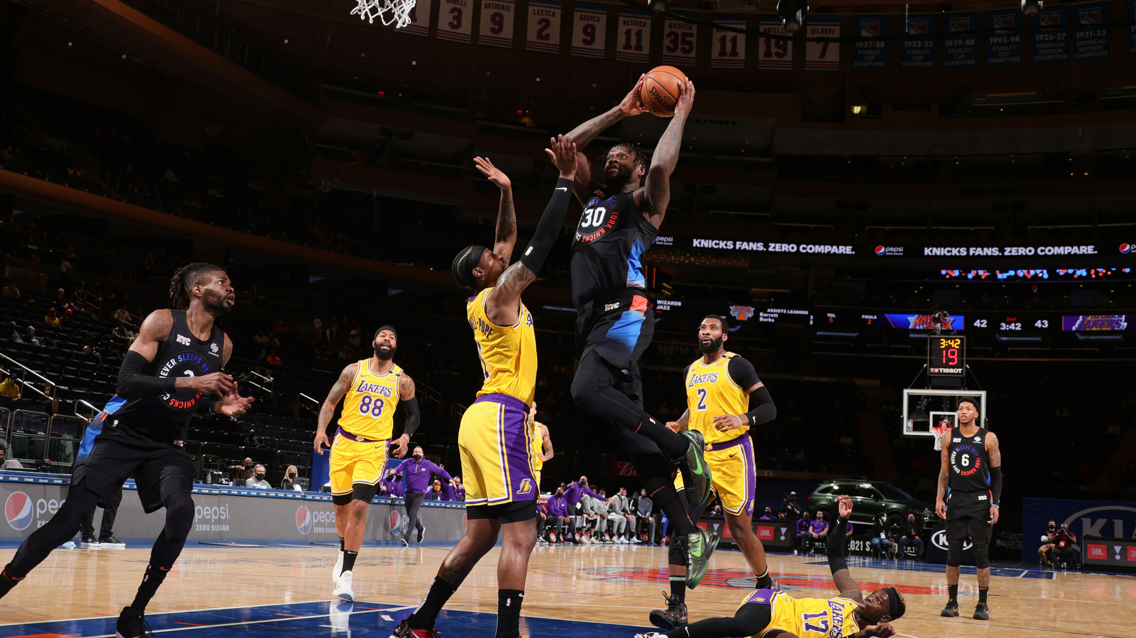 Randle leads Knicks past Lakers for 3rd straight win