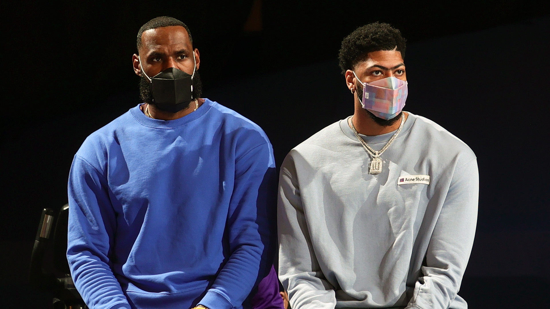 Blogtable: Should Lakers fans be concerned while LeBron, Davis are out?