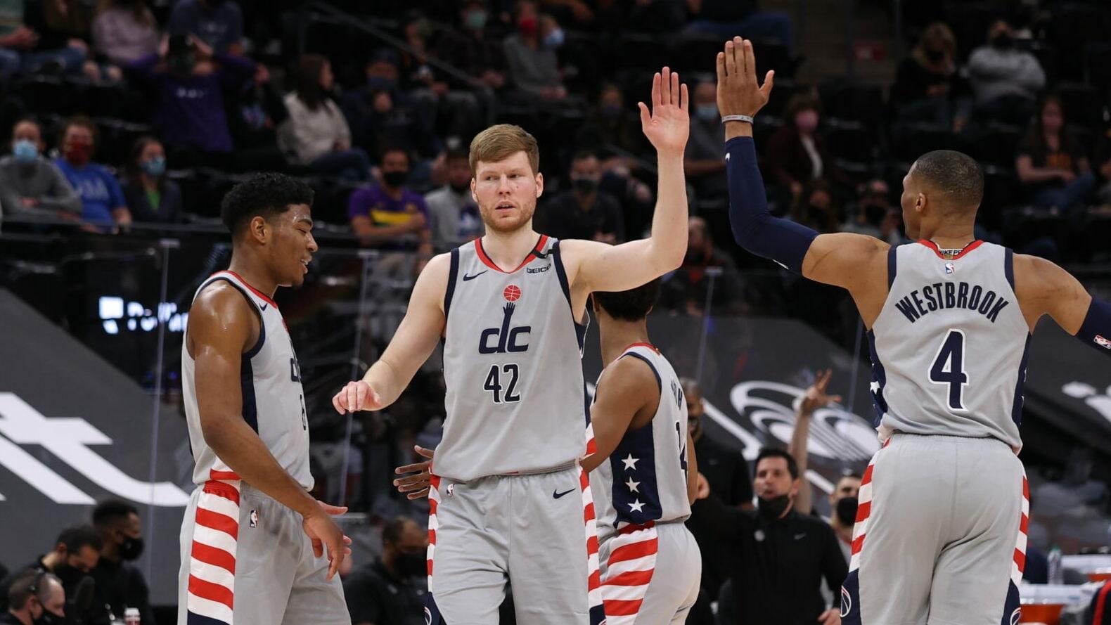 Wizards hang on, end Utah's 24-game home win streak
