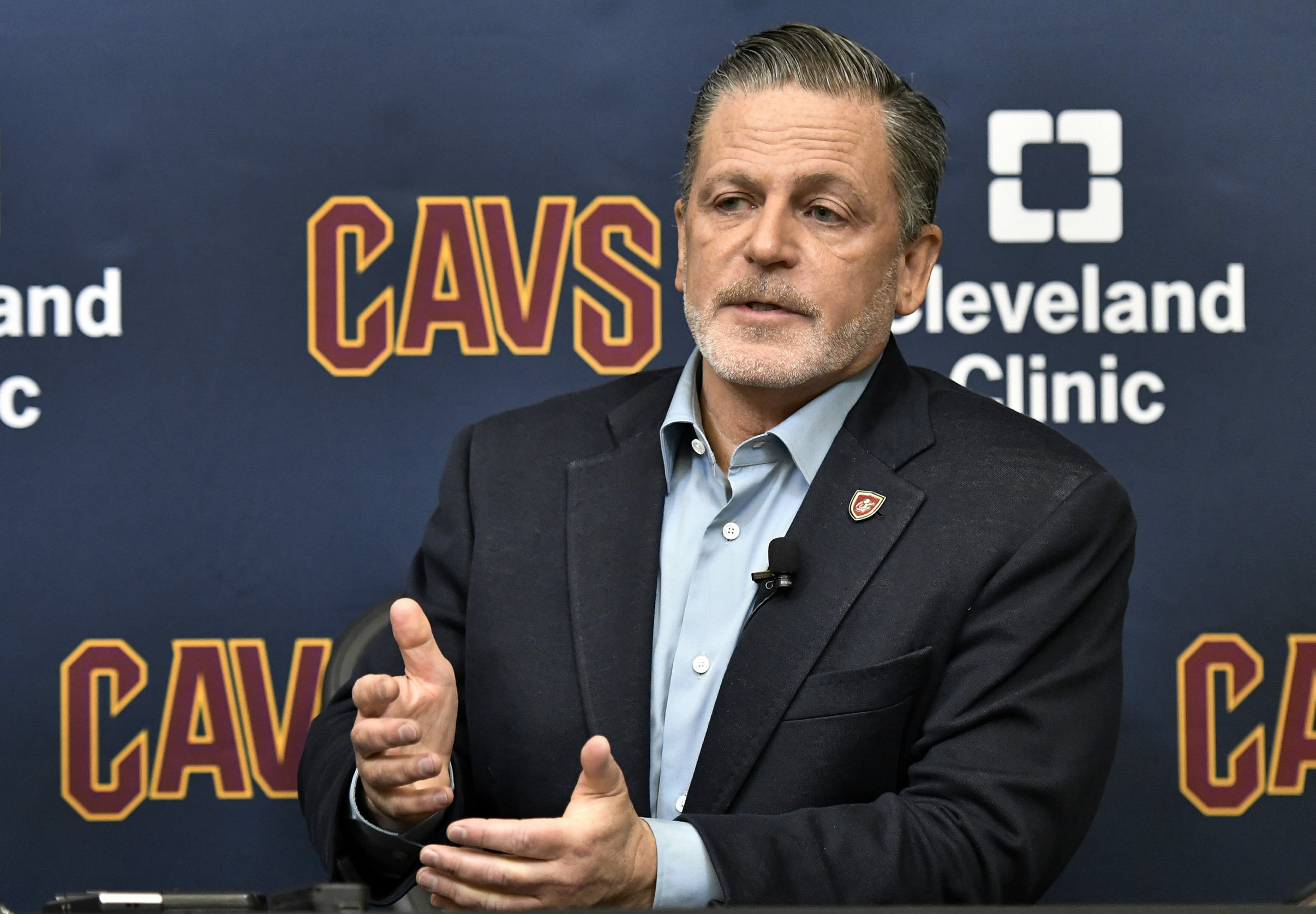 Cavs' Gilbert acquires minority share of former owner Gund
