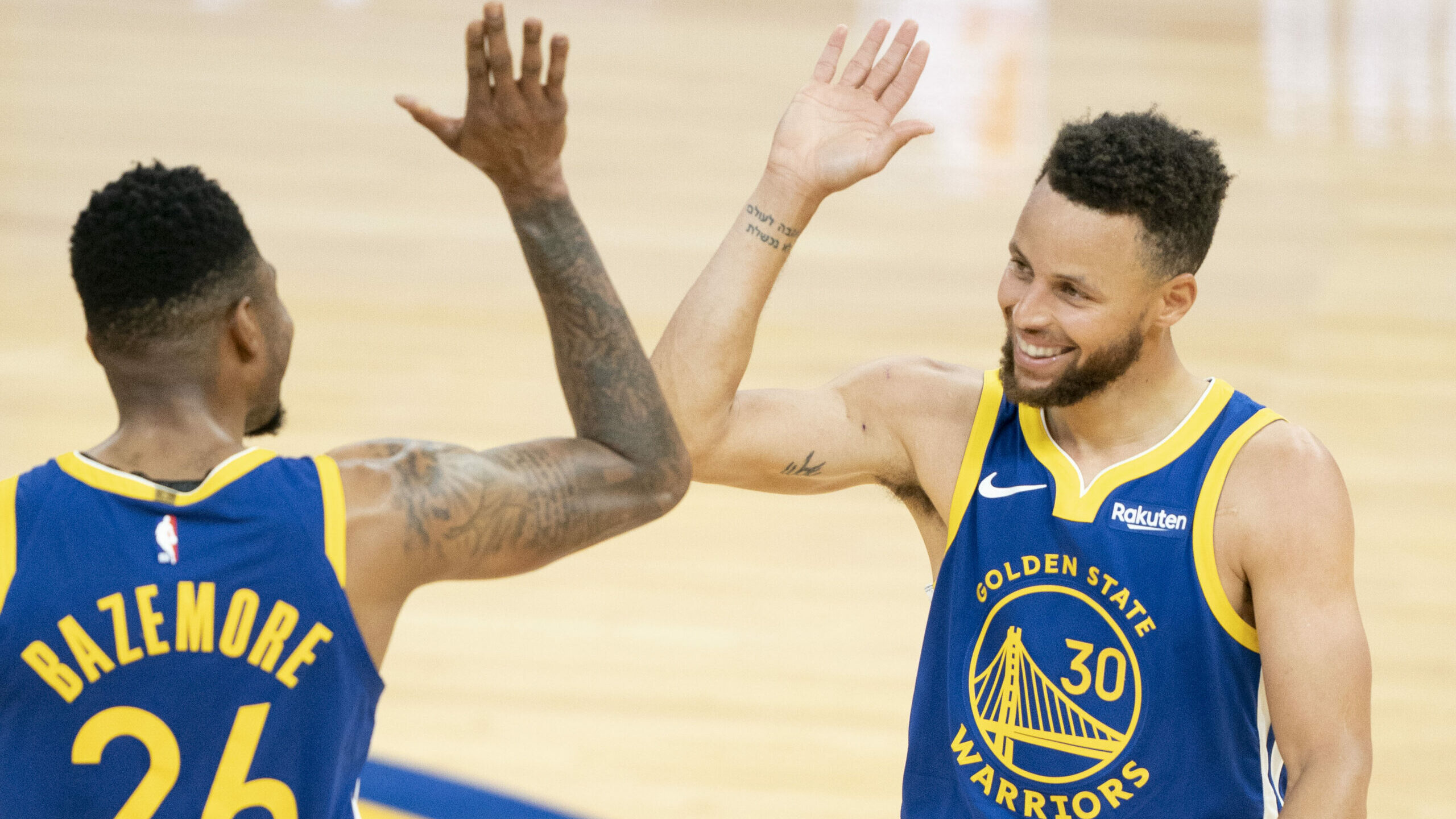 Curry sets team scoring mark, finishes with 53 in win