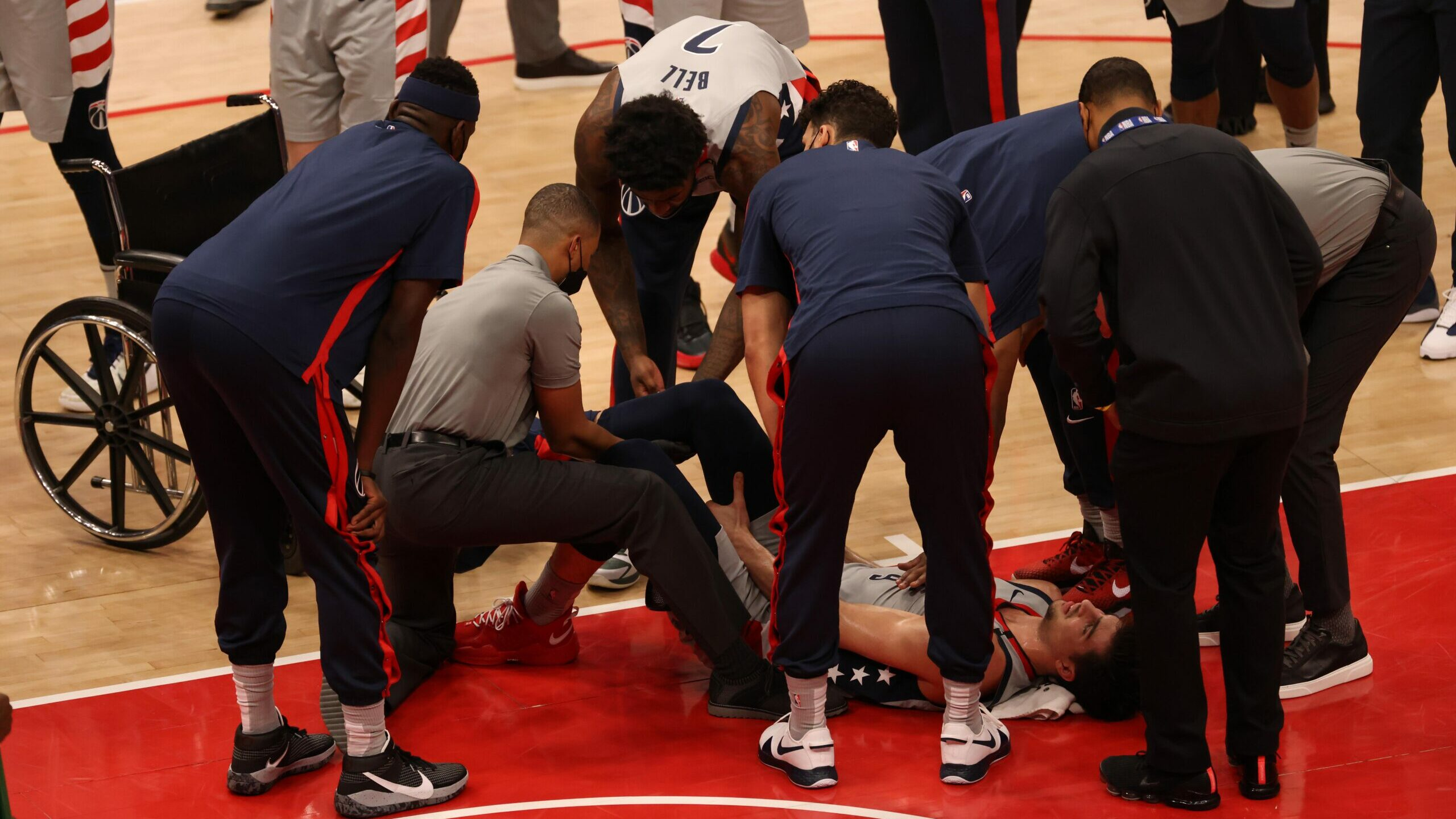 Wizards rookie Deni Avdija wheeled off court with leg injury