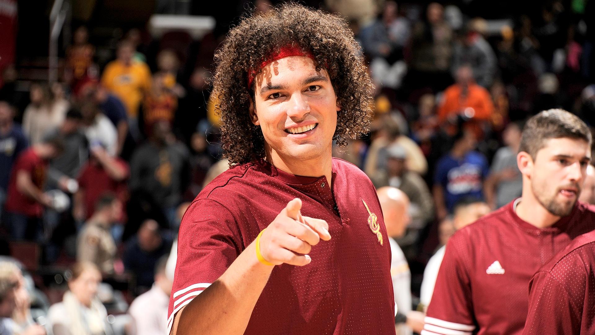 Cavaliers add veteran big Anderson Varejao for return tour