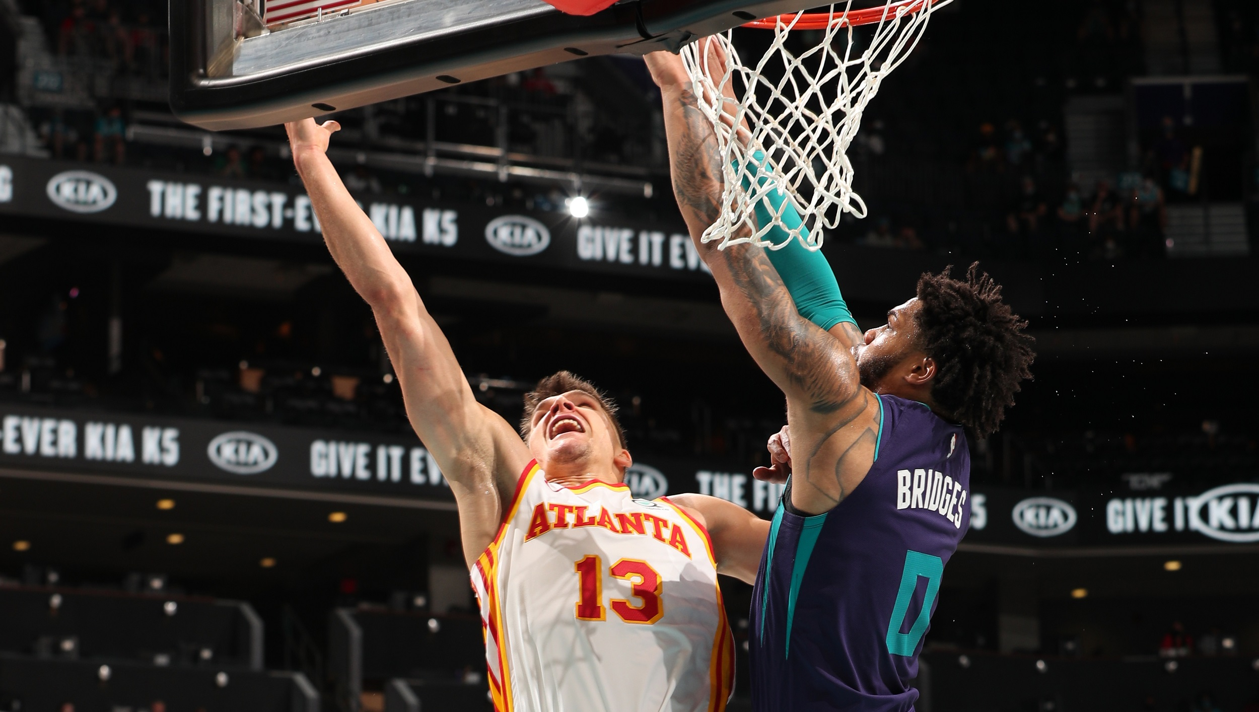 Hawks rally to beat Hornets, move to 4th in East