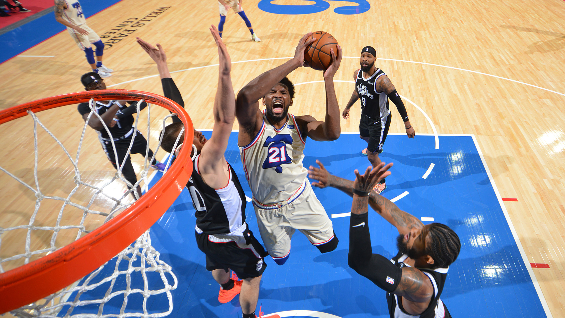 Embiid comes up huge as 76ers end Clippers' win streak