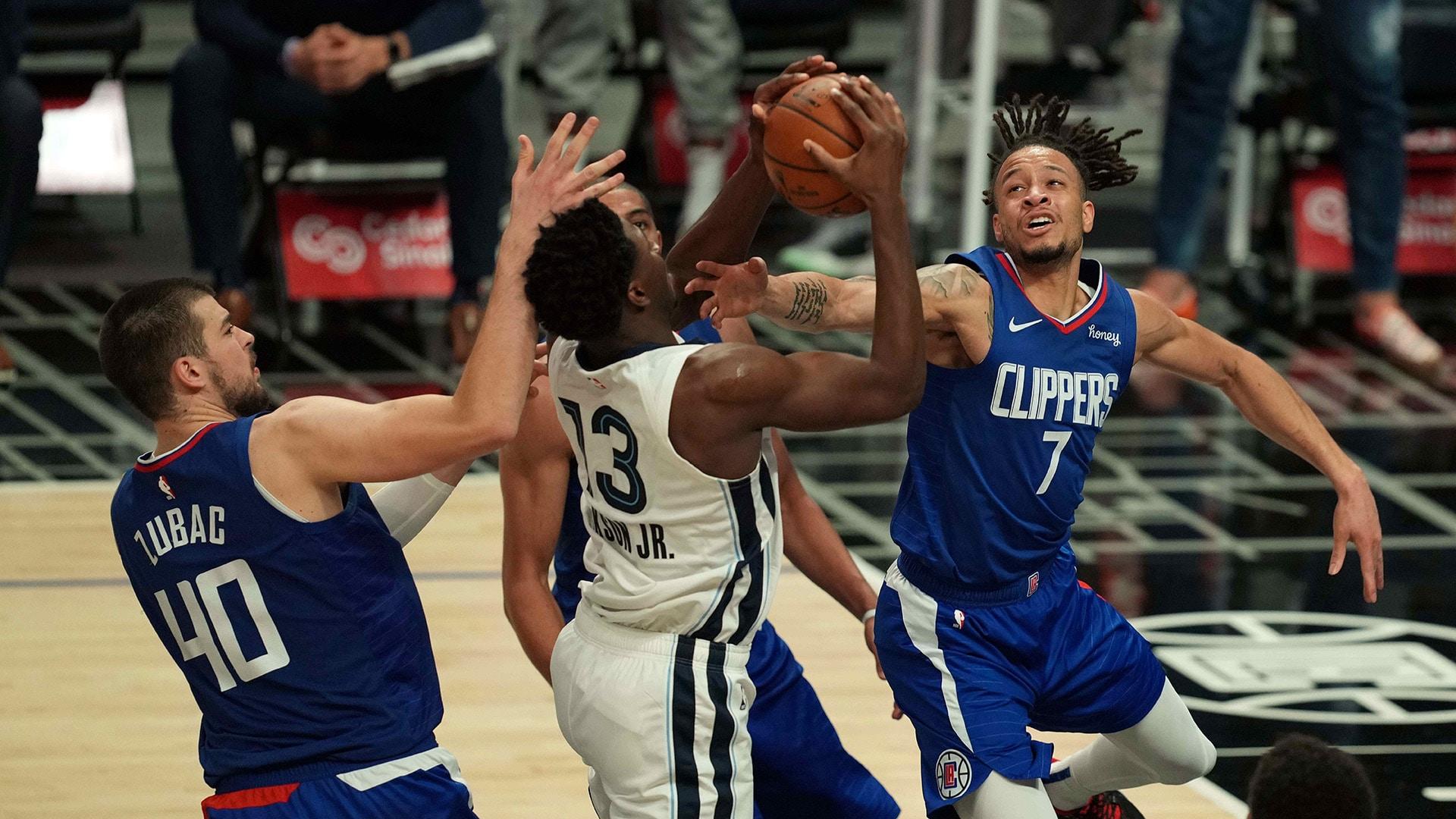 Short-handed Clippers get defensive, stop Grizzlies