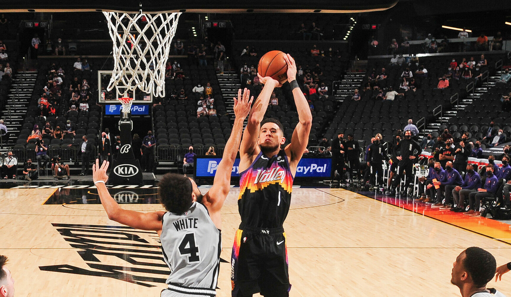Suns face Spurs with eye on top spot in West