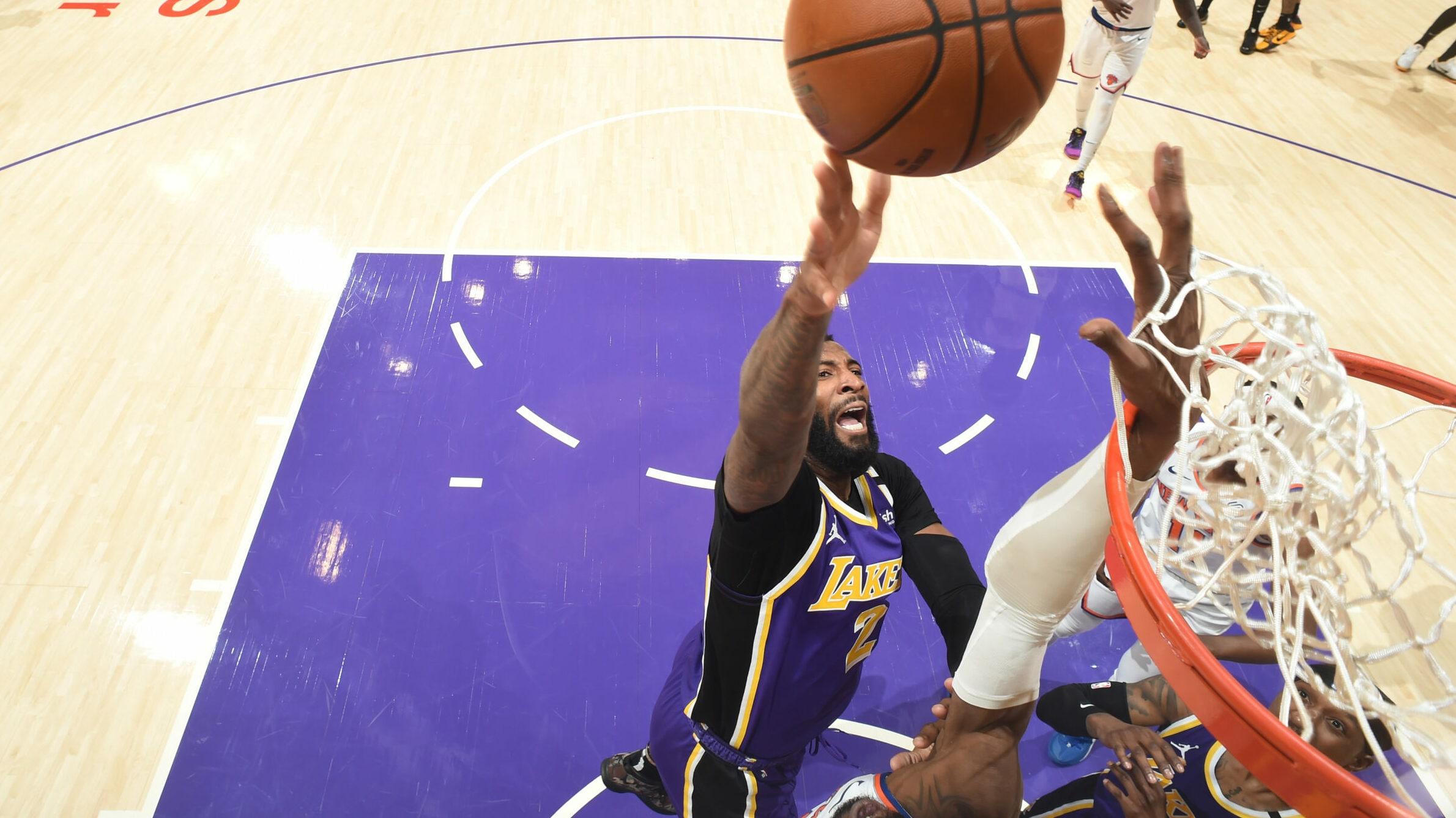 Lakers fight off Knicks in OT in defensive battle