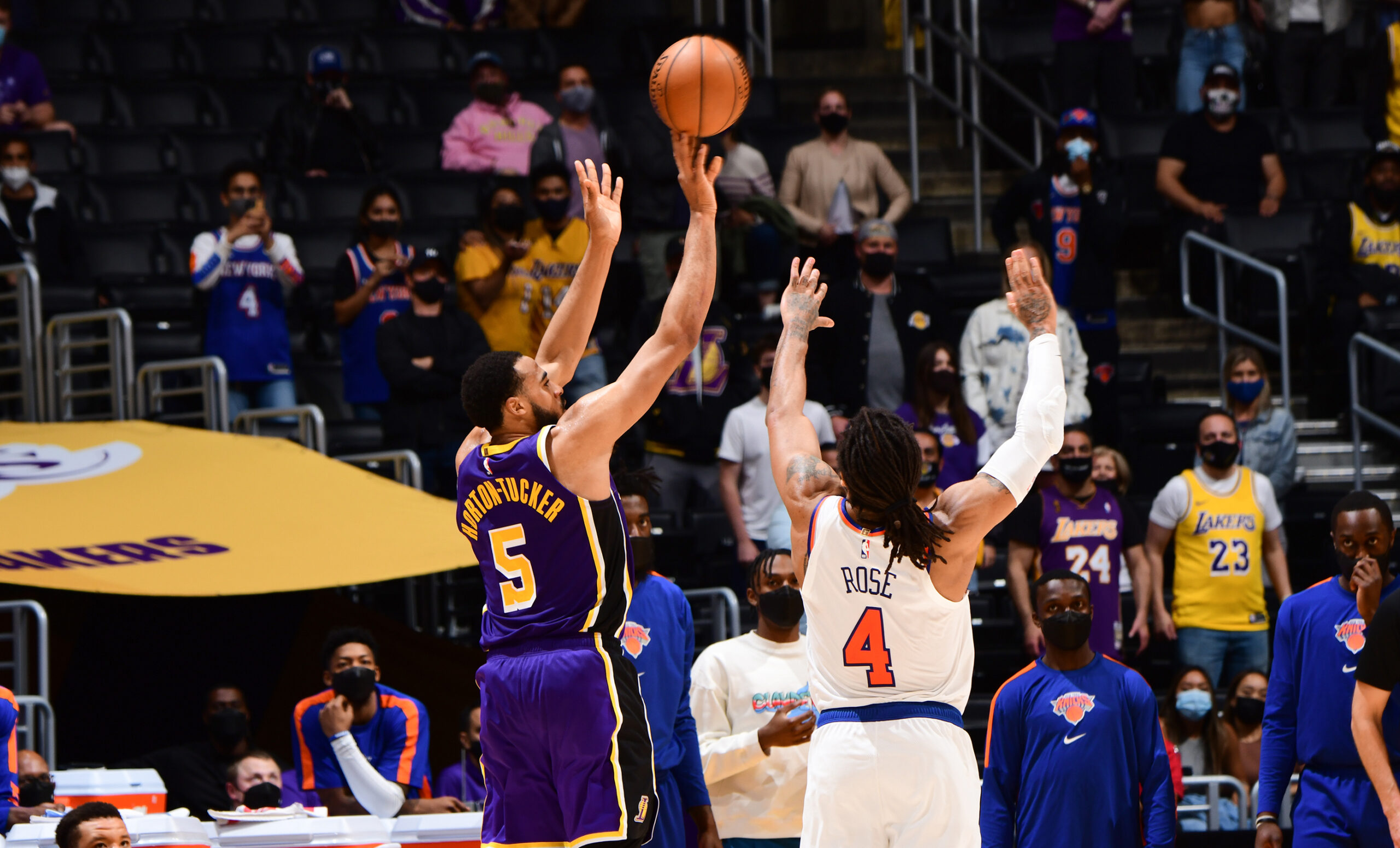 Talen Horton-Tucker splashes a 3 with 21.1 seconds left to push Lakers past Knicks in OT