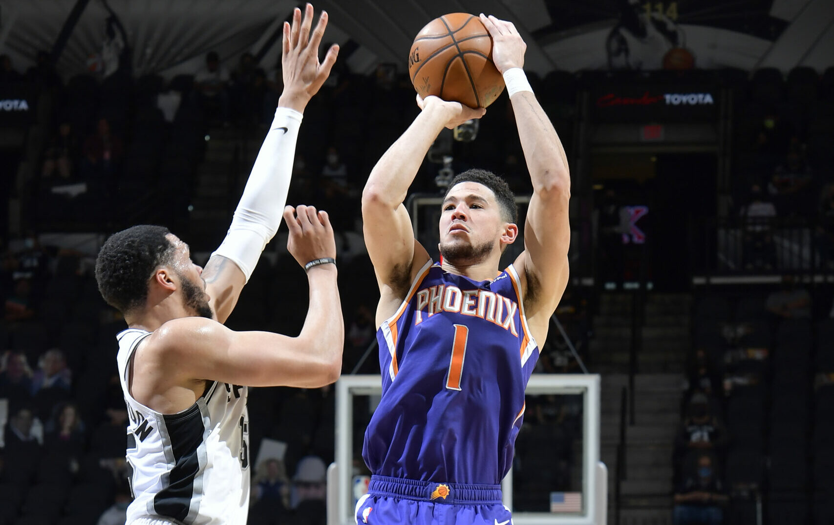 Suns dominate Spurs, keep eyes on 1st in West