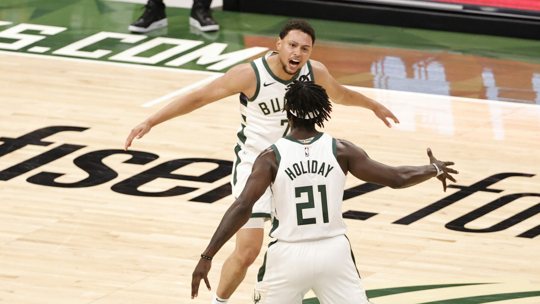Bucks torch Heat from 3-point range in wire-to-wire Game 2 victory