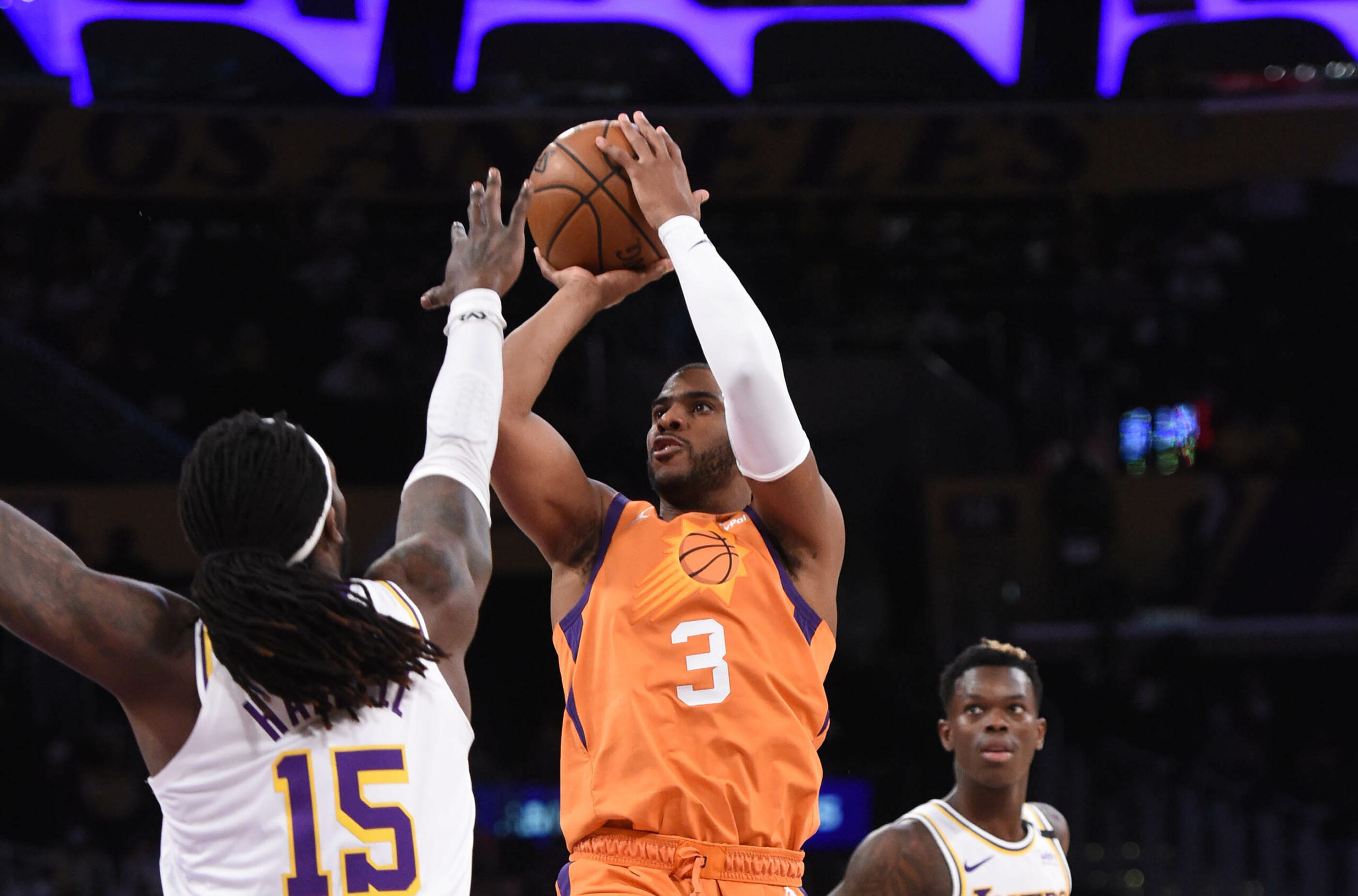 Suns even series as Davis exits with groin injury