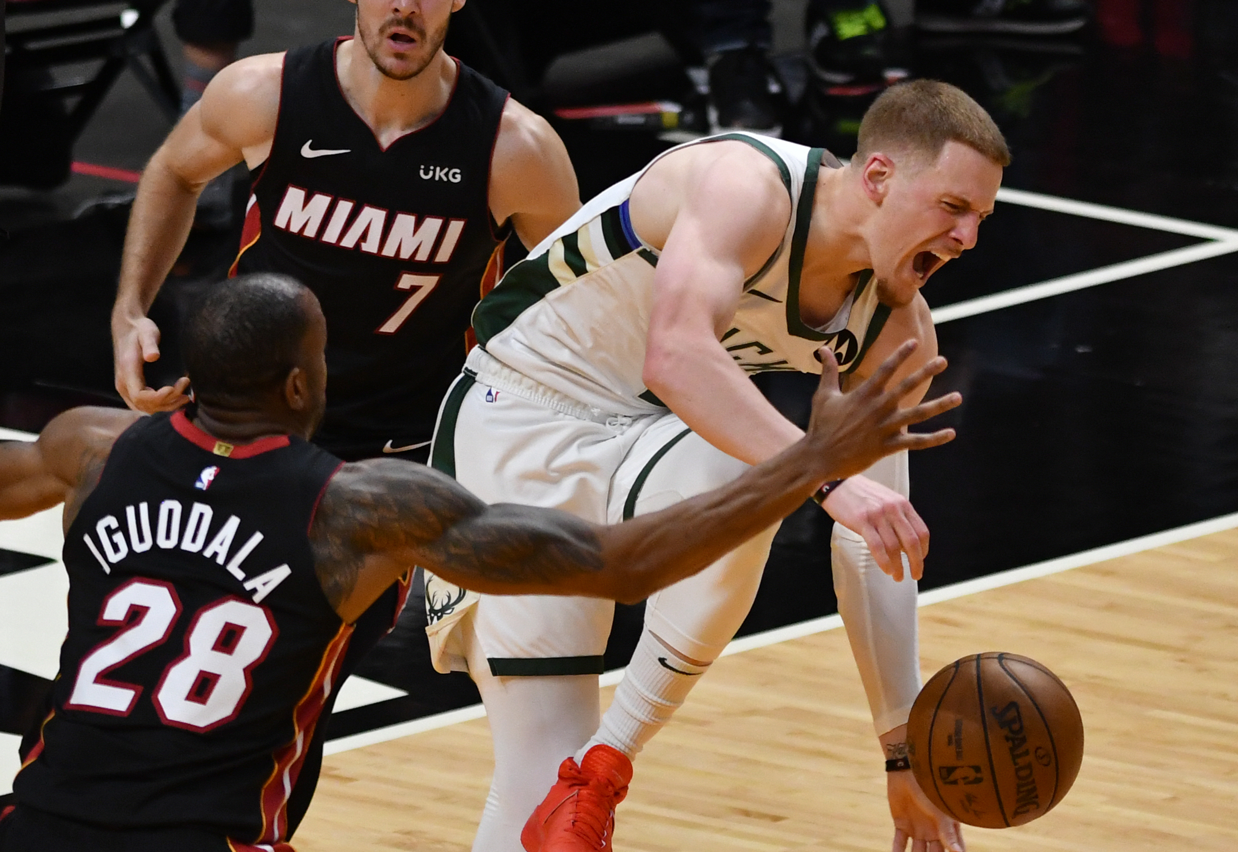 Bucks' Donte DiVincenzo undergoes successful ankle surgery