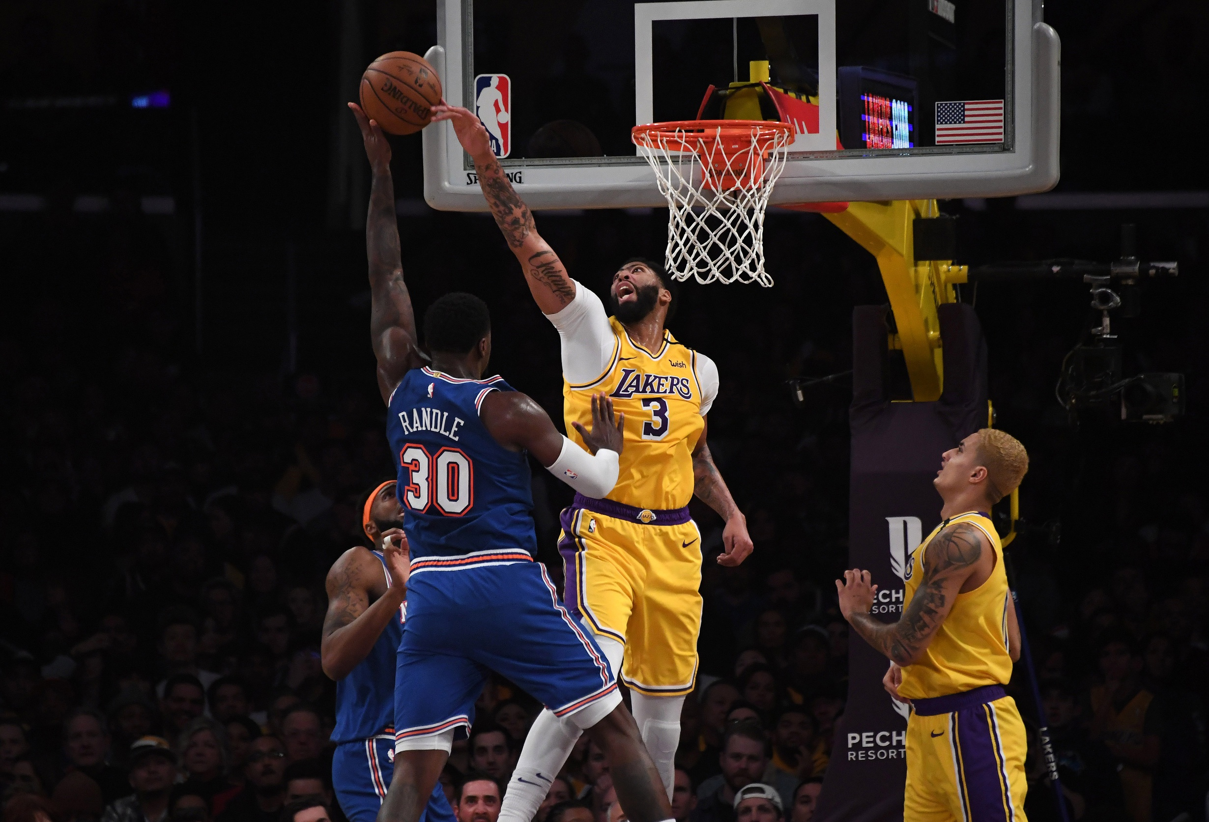 Lakers host Knicks, try to keep pace in West race