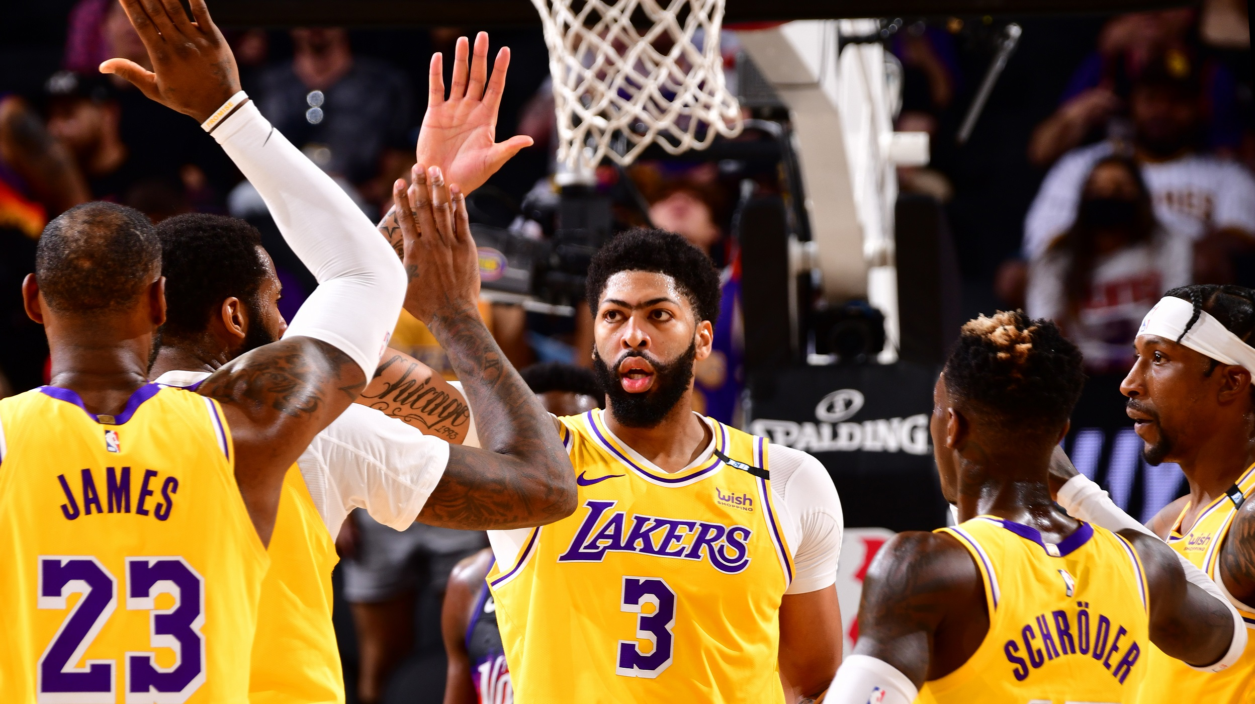 Davis, Lakers finish strong to steal Game 2 late