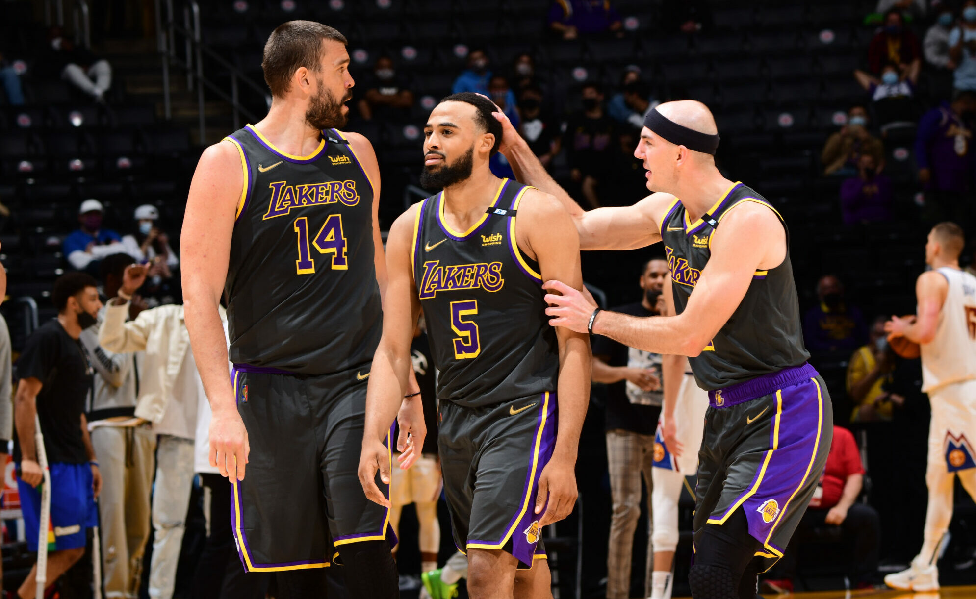 Play-In Picture: Lakers take lead in West game of musical chairs