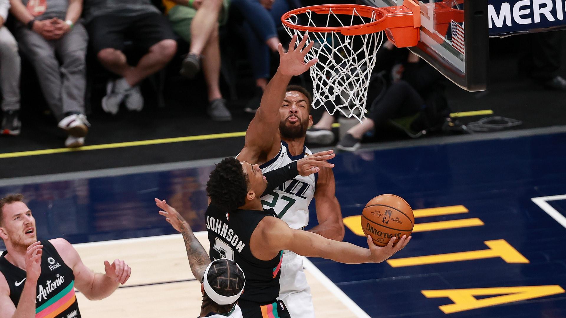 Jazz seek season-series sweep over reeling Spurs