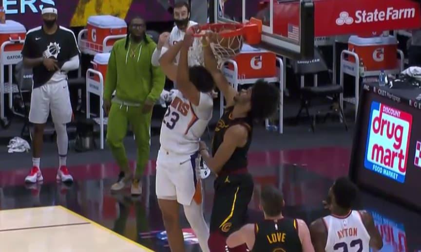Cameron Johnson attacks the rim!