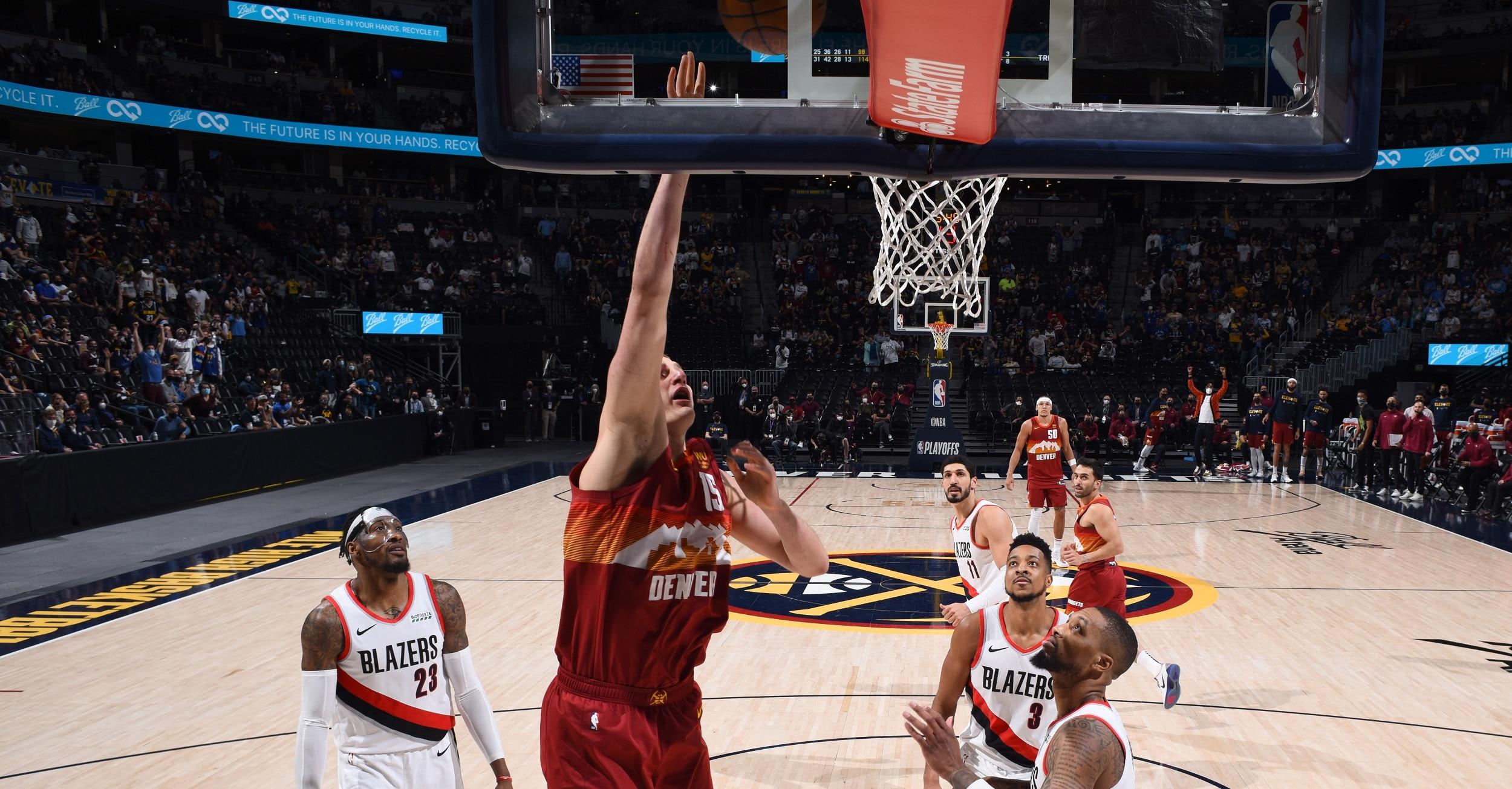 Jokic, Nuggets thrash Blazers to knot series 1-1