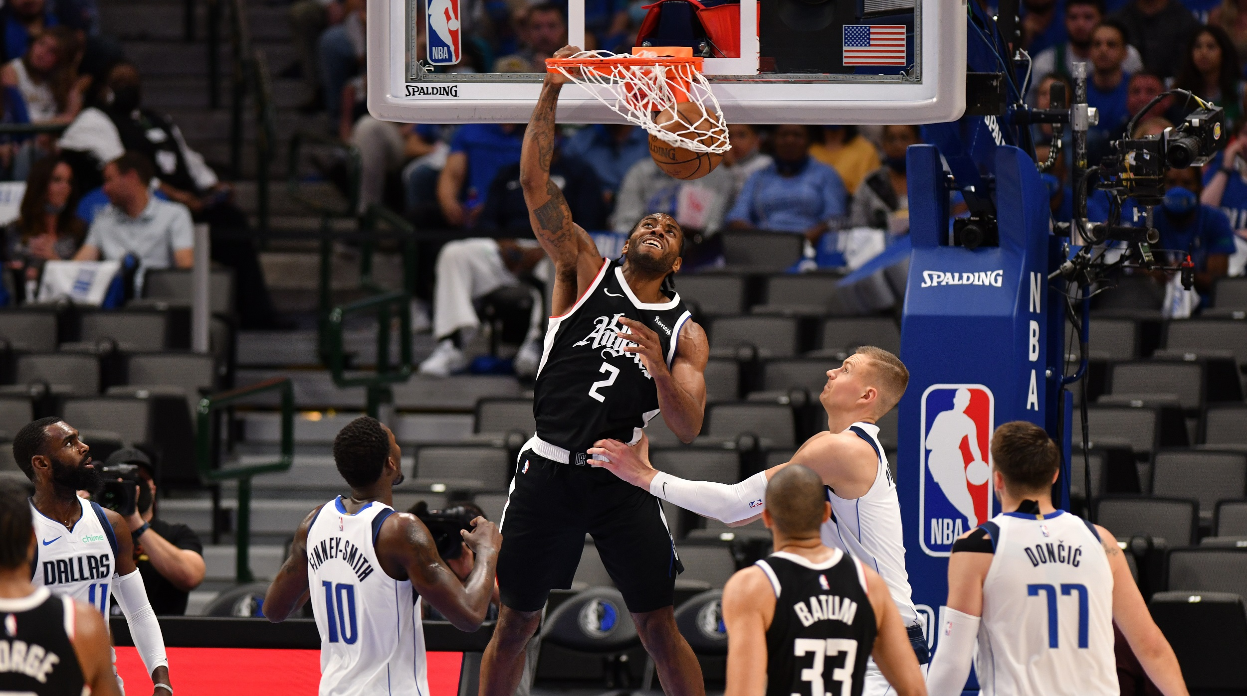 Clippers come out firing in dominating Game 4 win