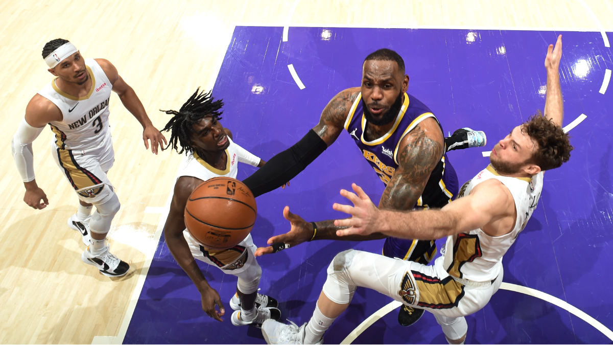 Looking to avoid Play-In, Lakers clash with Pelicans