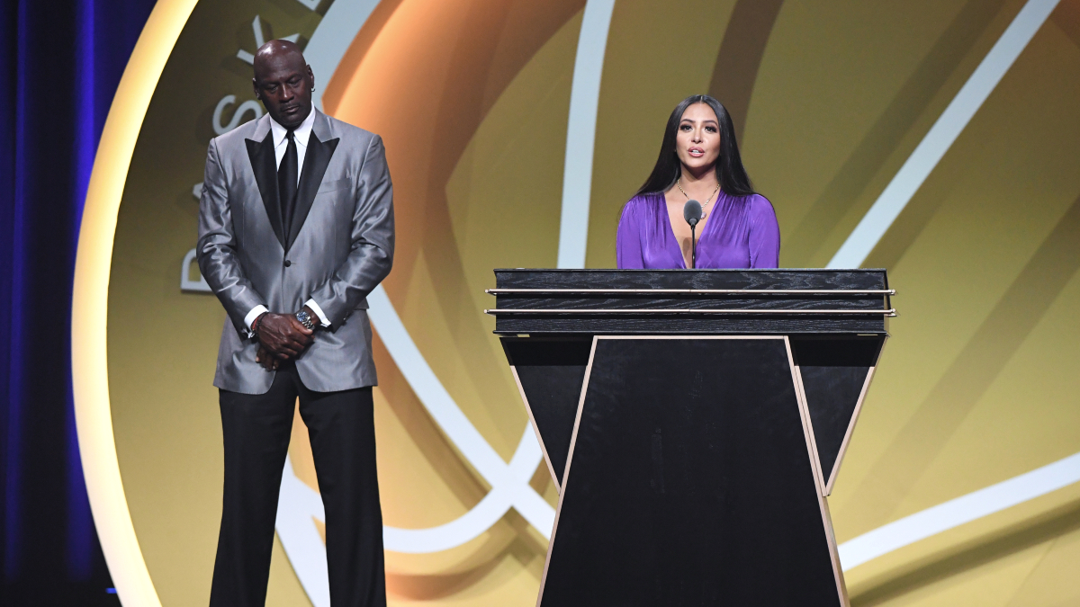 Kobe, Duncan, Garnett among 9 enshrined in Hall of Fame