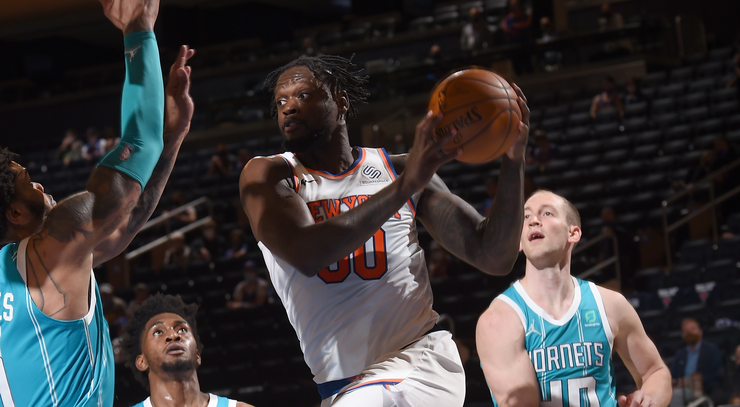 Knicks climb to 4th in East after beating Hornets in OT