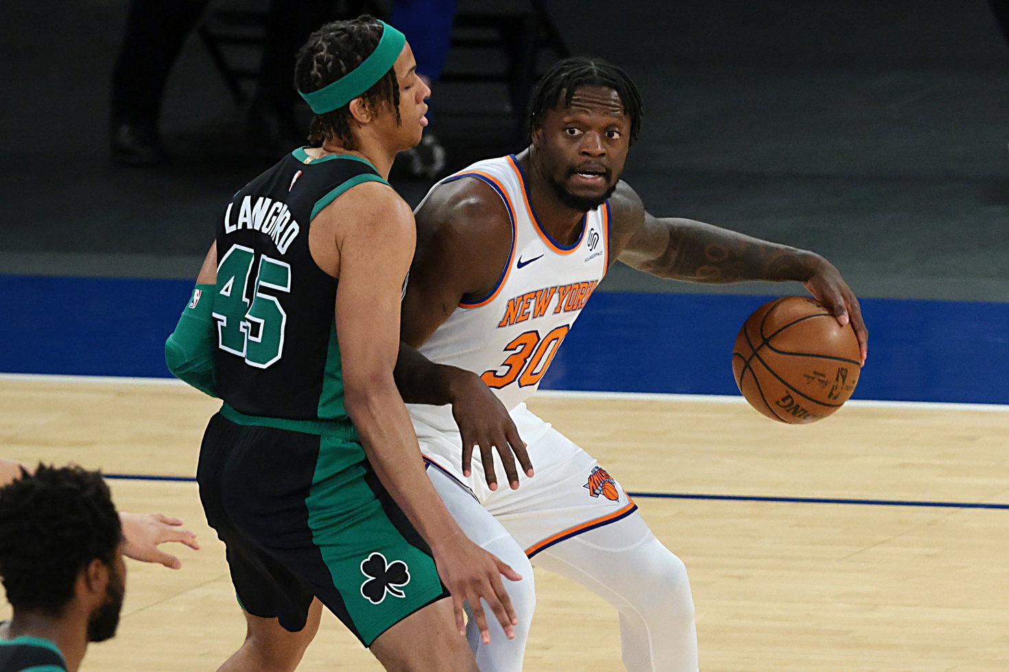 Knicks look to lock up No. 4 seed with win vs. Celtics