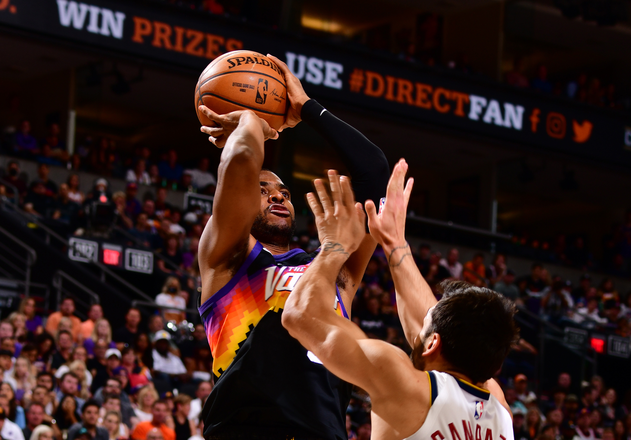 Chris Paul's late takeover caps Suns' dominant second half in Game 1