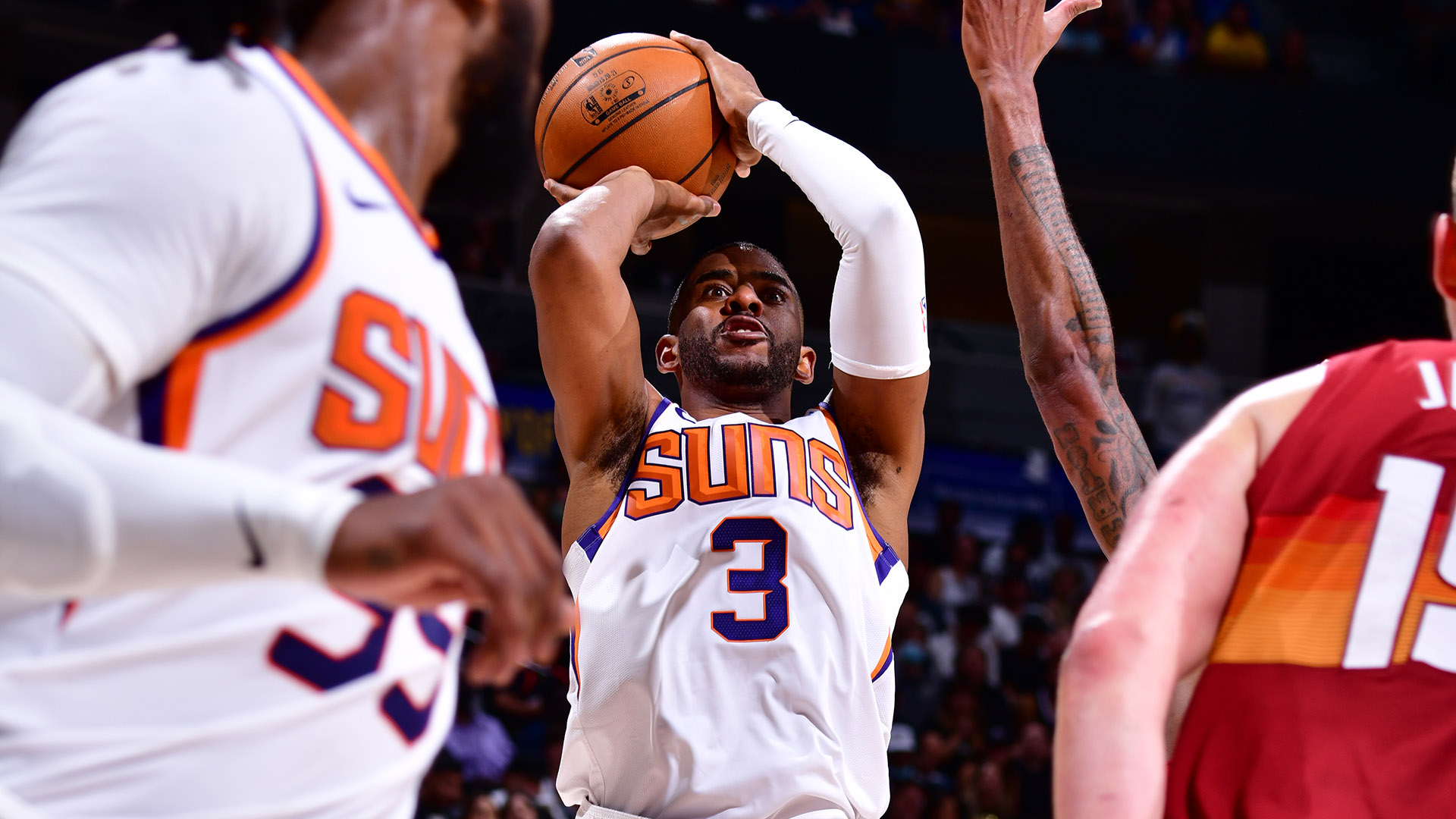 Paul sizzles from mid-range, fires Suns into West finals