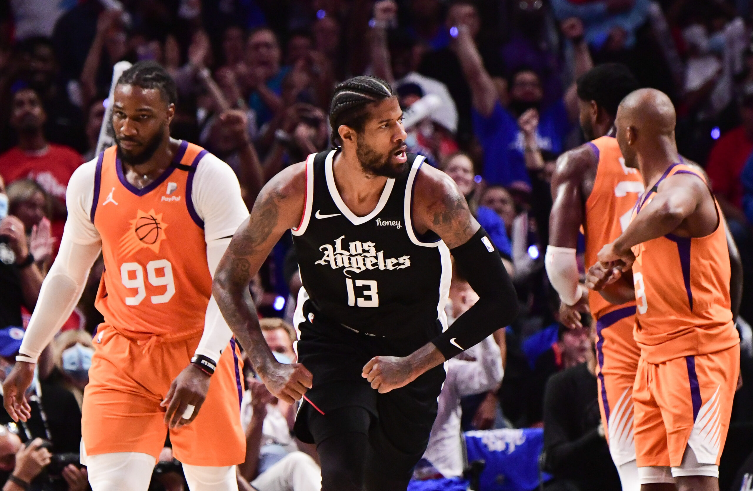 Clippers put clamps on Suns, take Game 3