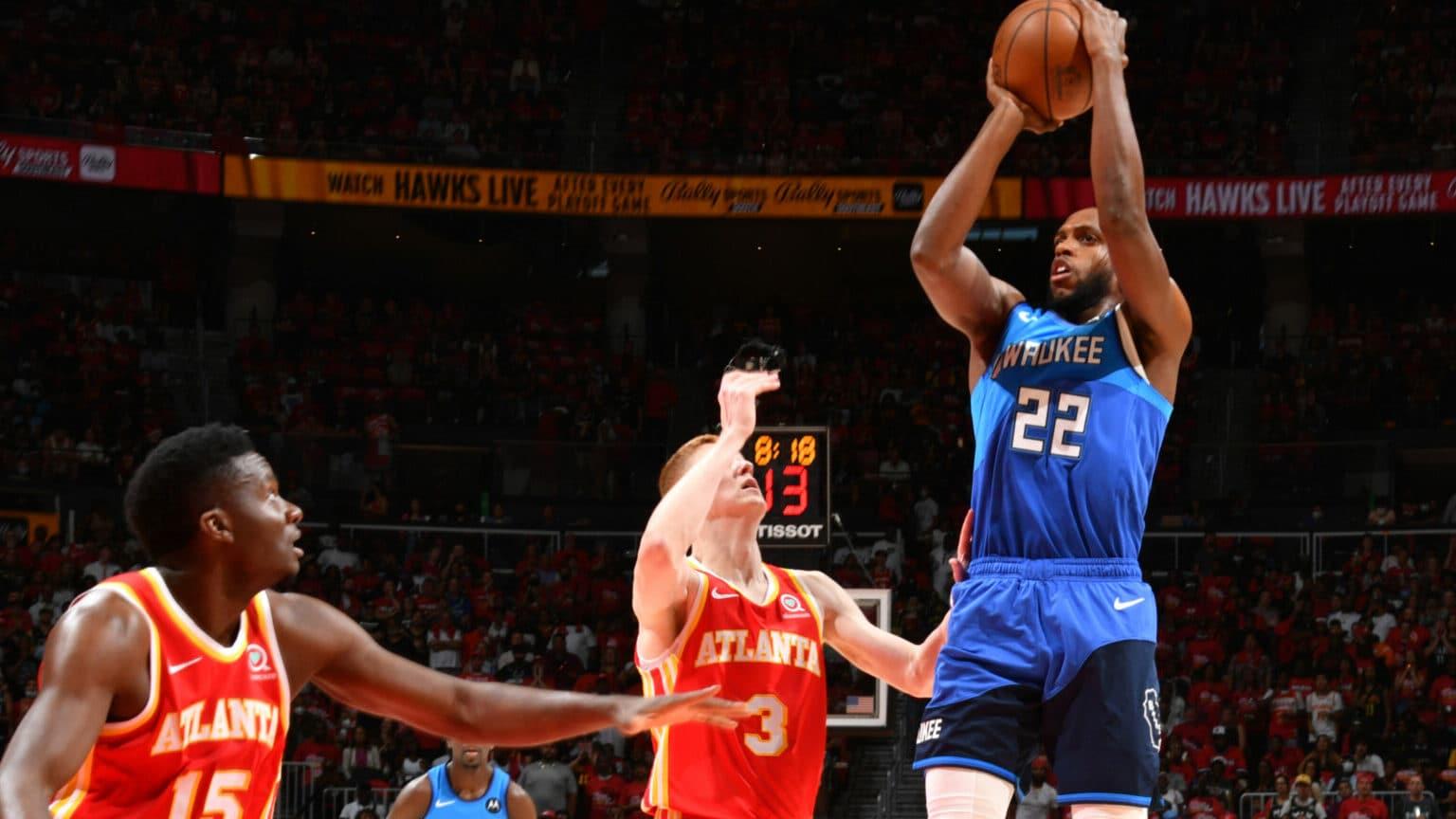 In Game 3, Khris Middleton's fiery 4th quarter boosts Bucks beyond Hawks' reach
