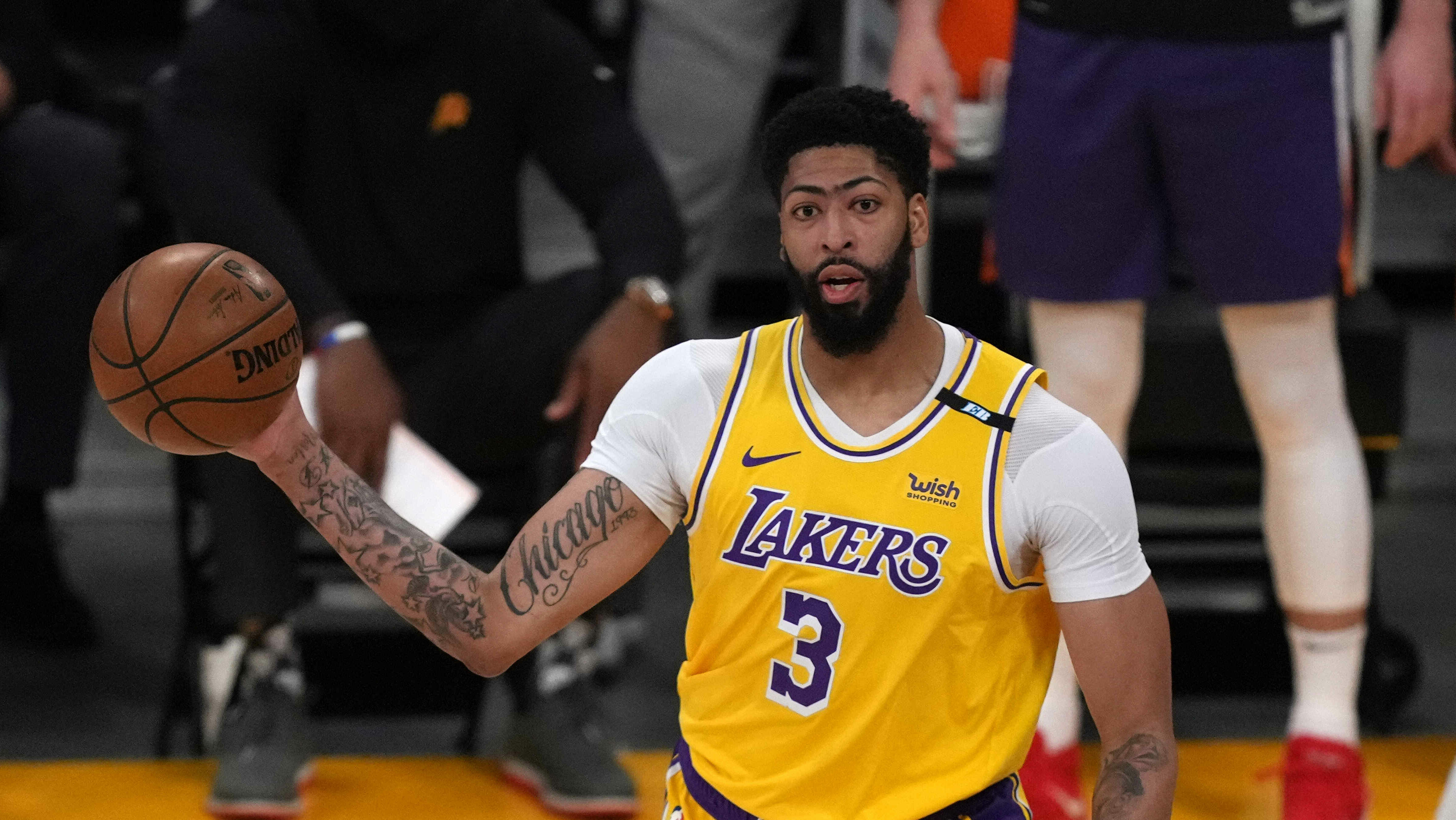 Anthony Davis plays in Game 6, but exits in 1st quarter