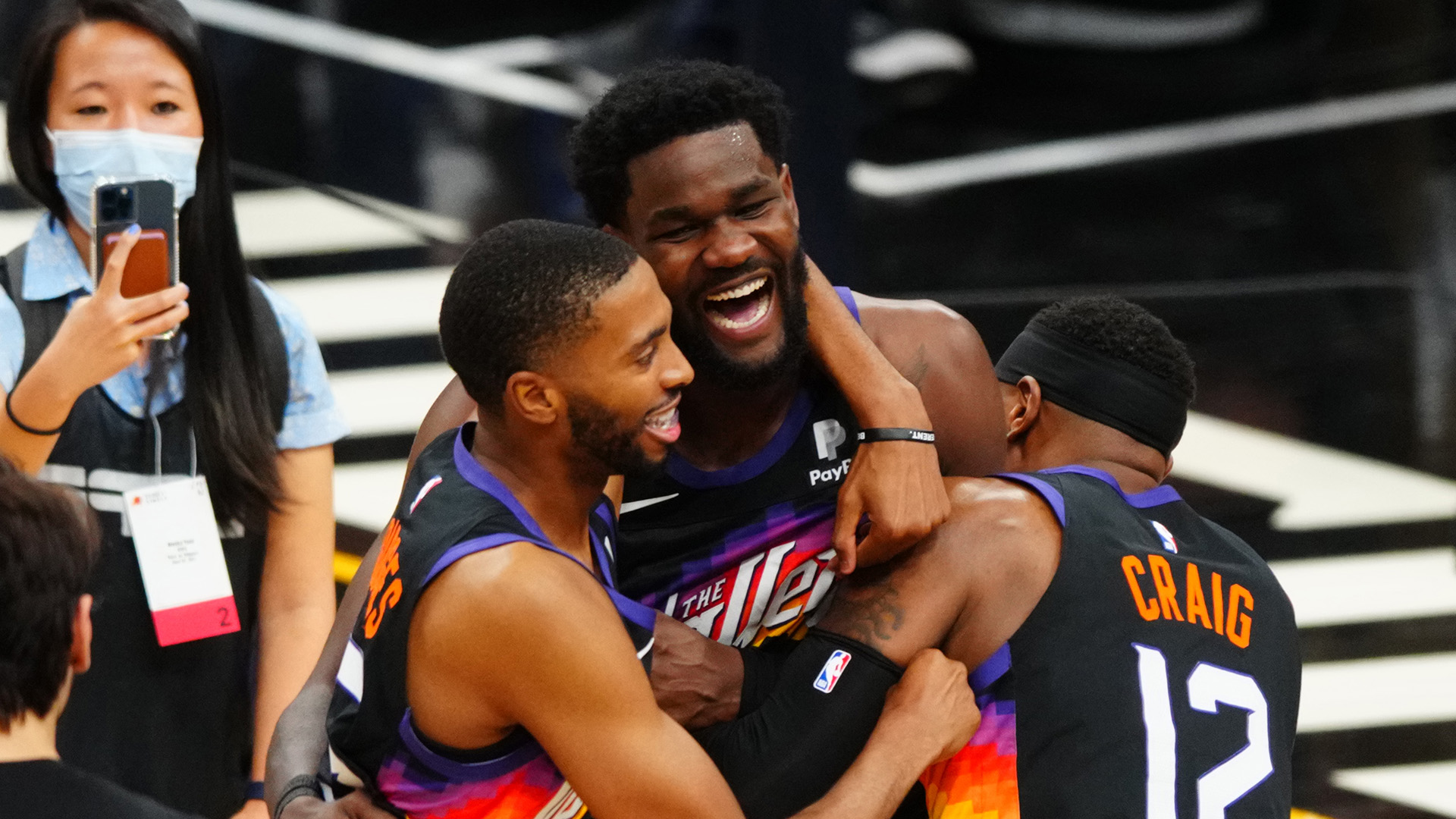 Suns shock Clippers with game-winning alley-oop