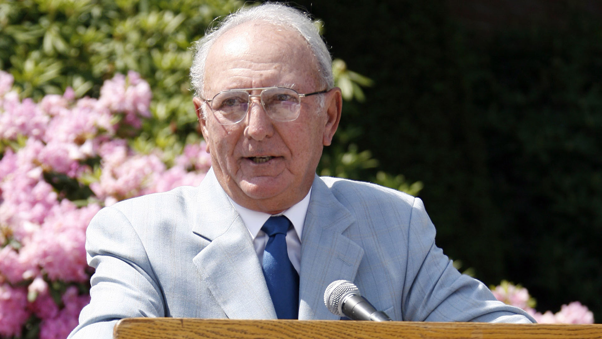 Former Celtics Bob Cousy getting statue in Worcester