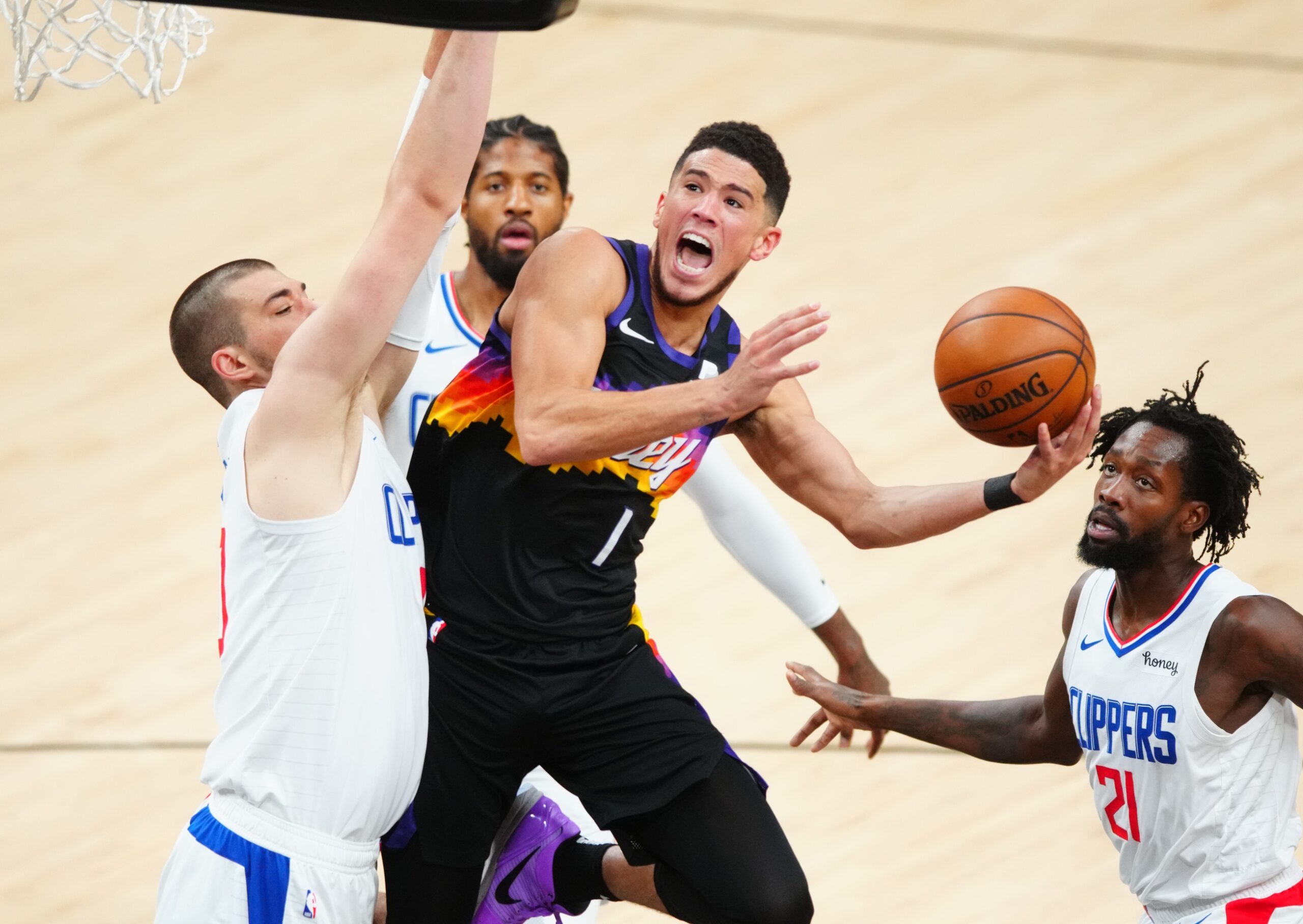 Booker dominates as Suns outlast Clippers in Game 1