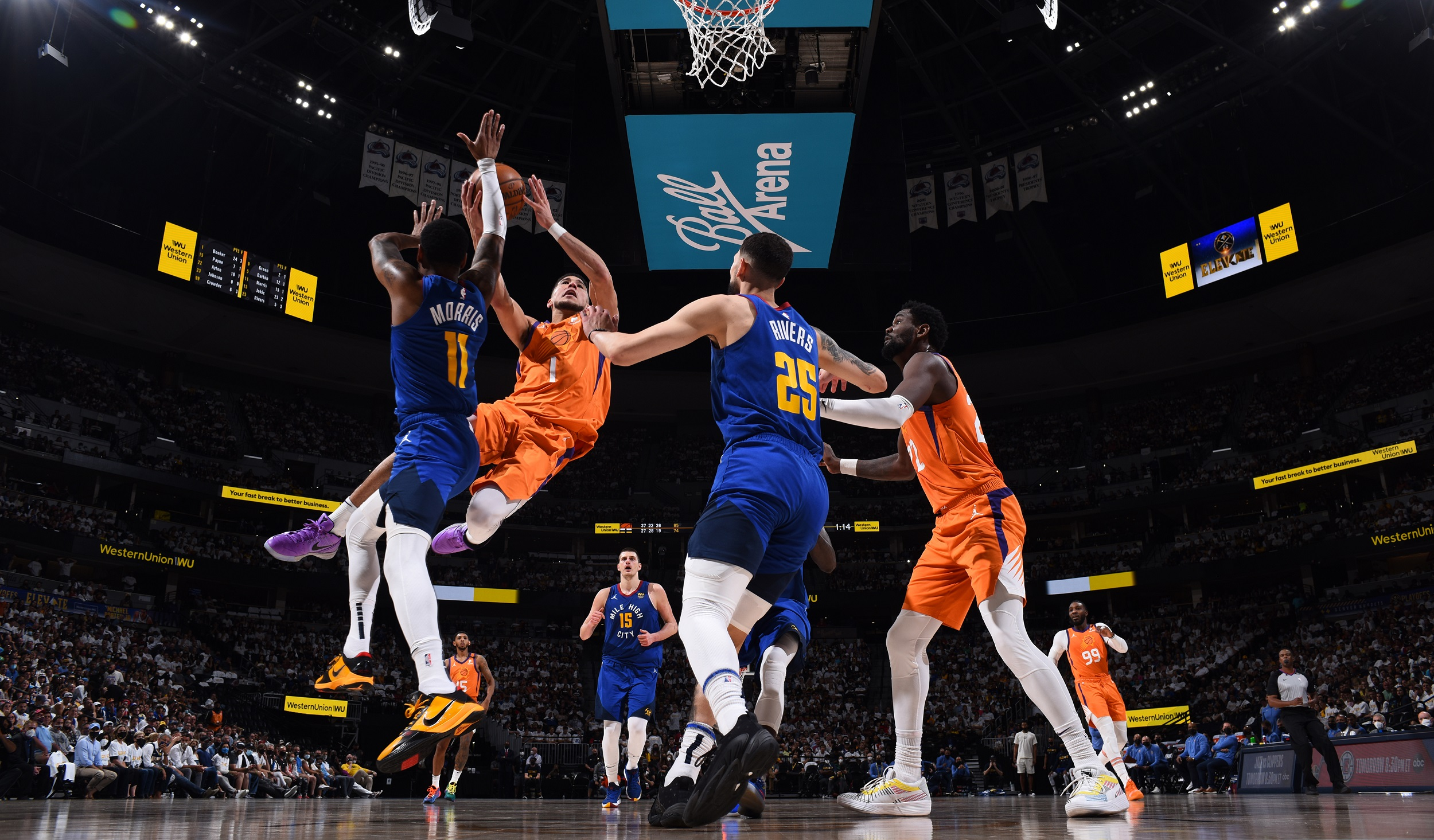 Suns dominate Game 3 to take commanding 3-0 lead