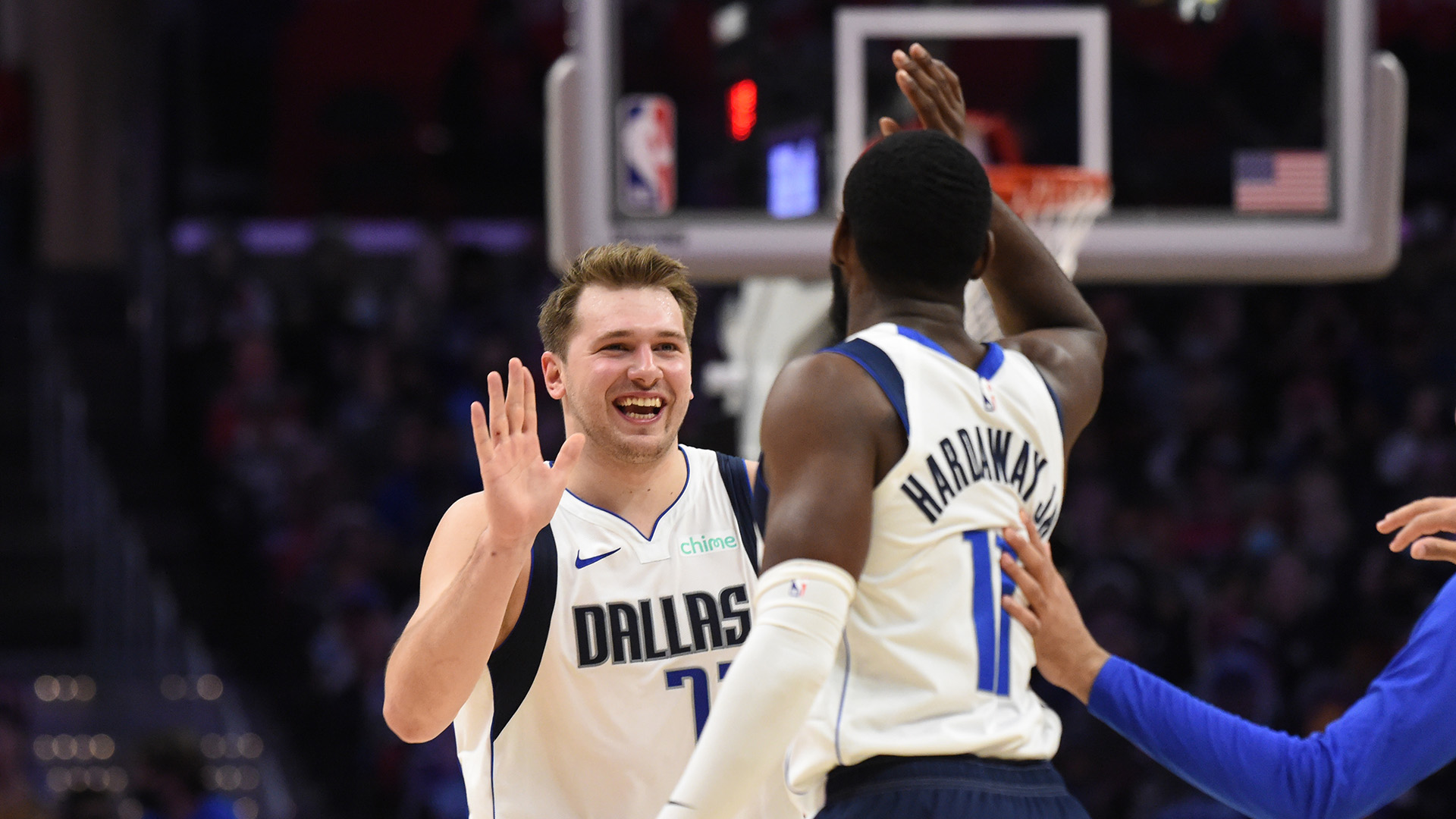 Doncic's monster game gives Mavs pivotal Game 5 win