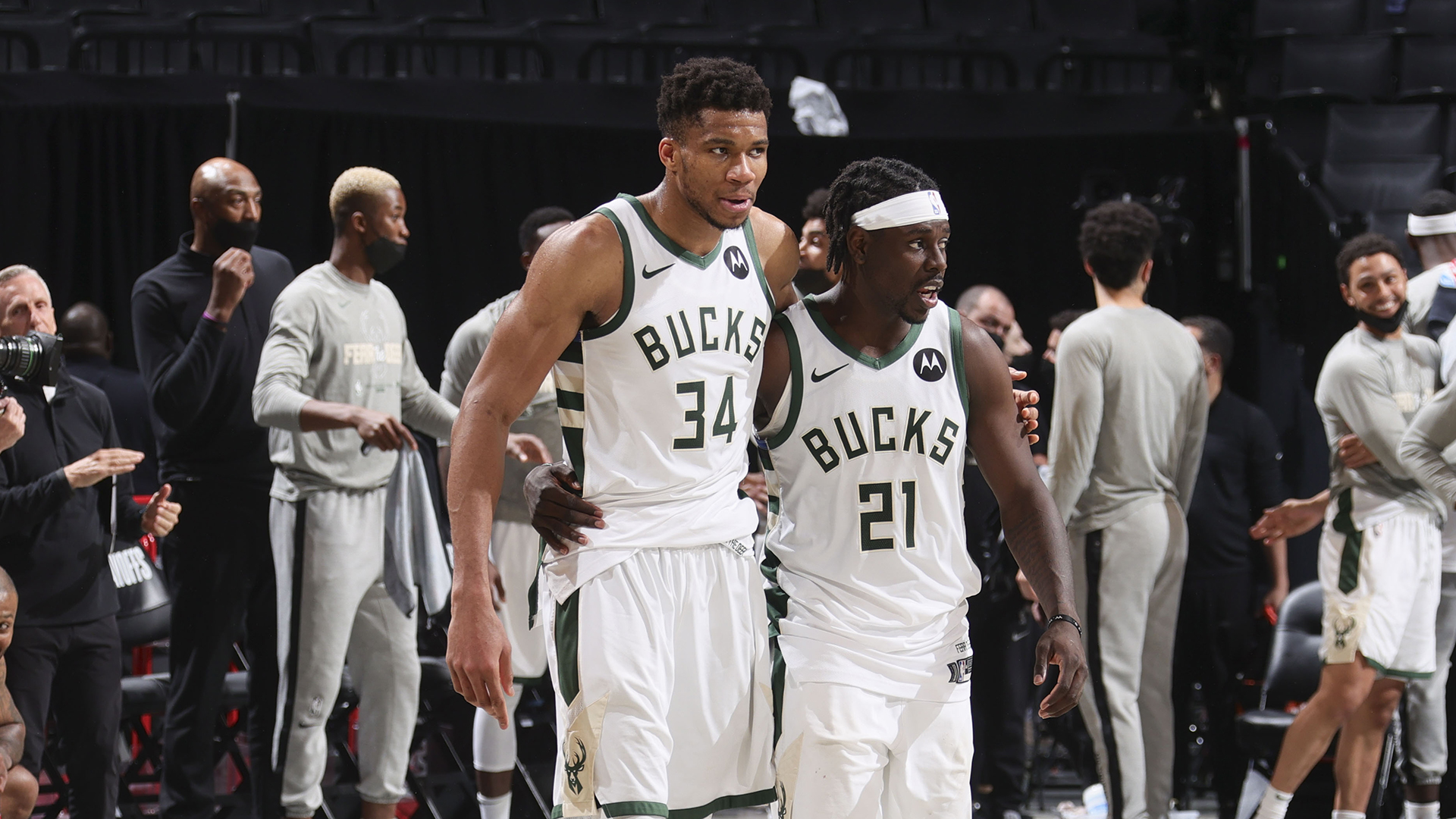 Giannis' supporting cast shows up at the perfect time