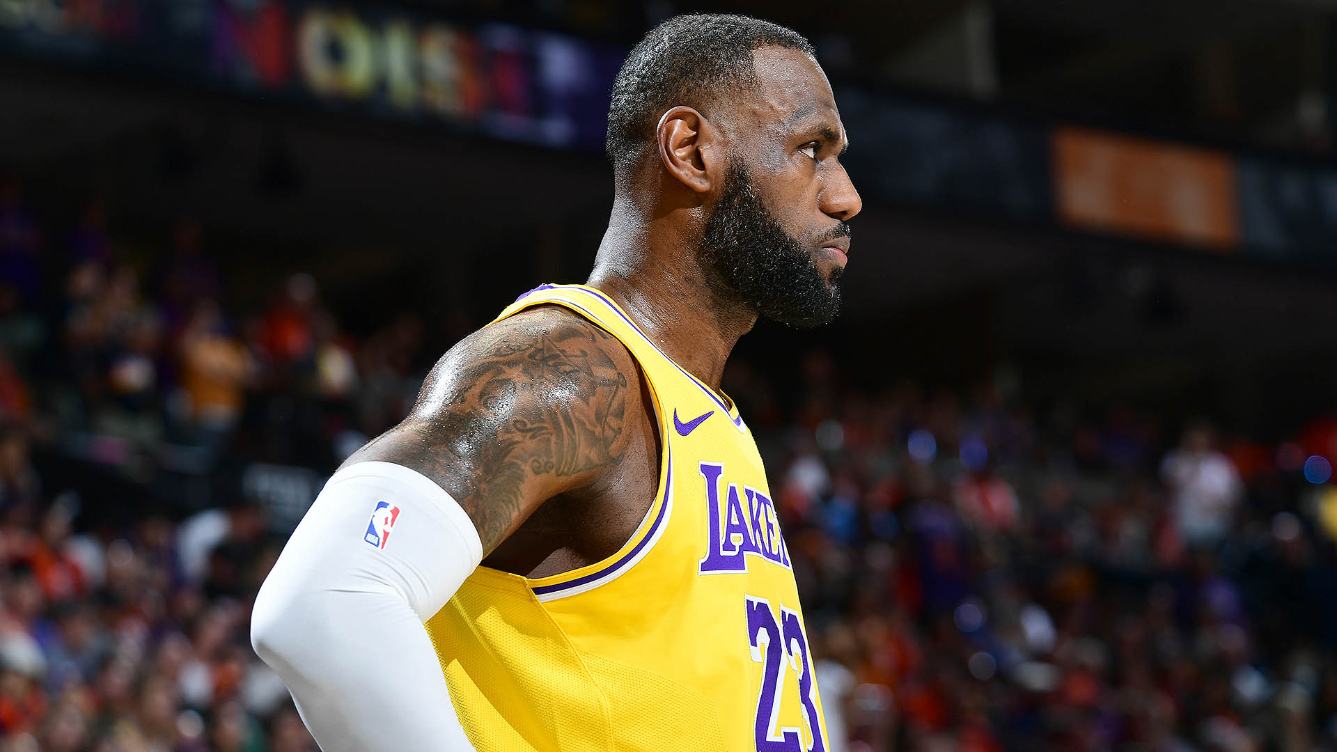 Lakers show little fight in Game 5 without Anthony Davis