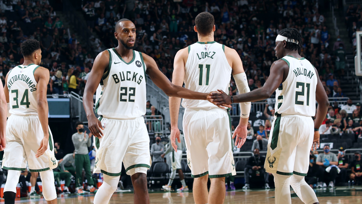 Ultimate Highlight: Bucks even series with rout