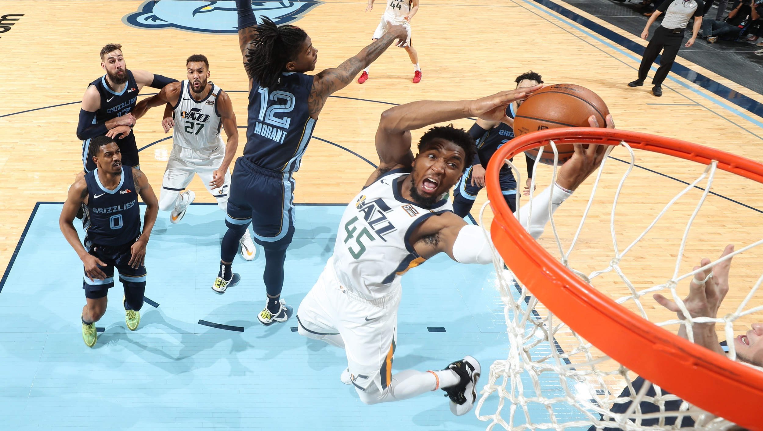 Jazz execute once again, close out Game 4