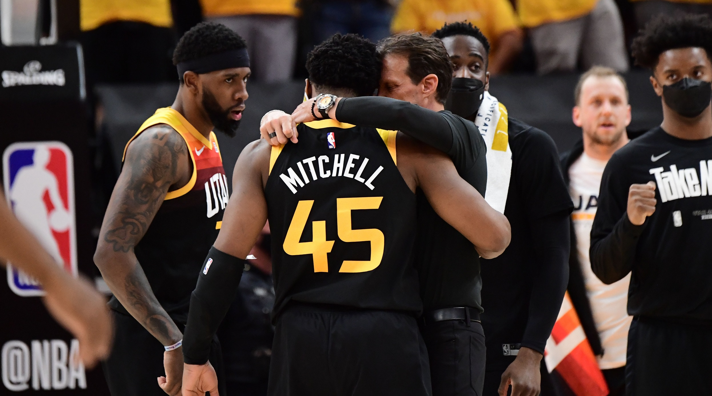 Mitchell, Jazz surge past Clippers to steal Game 1