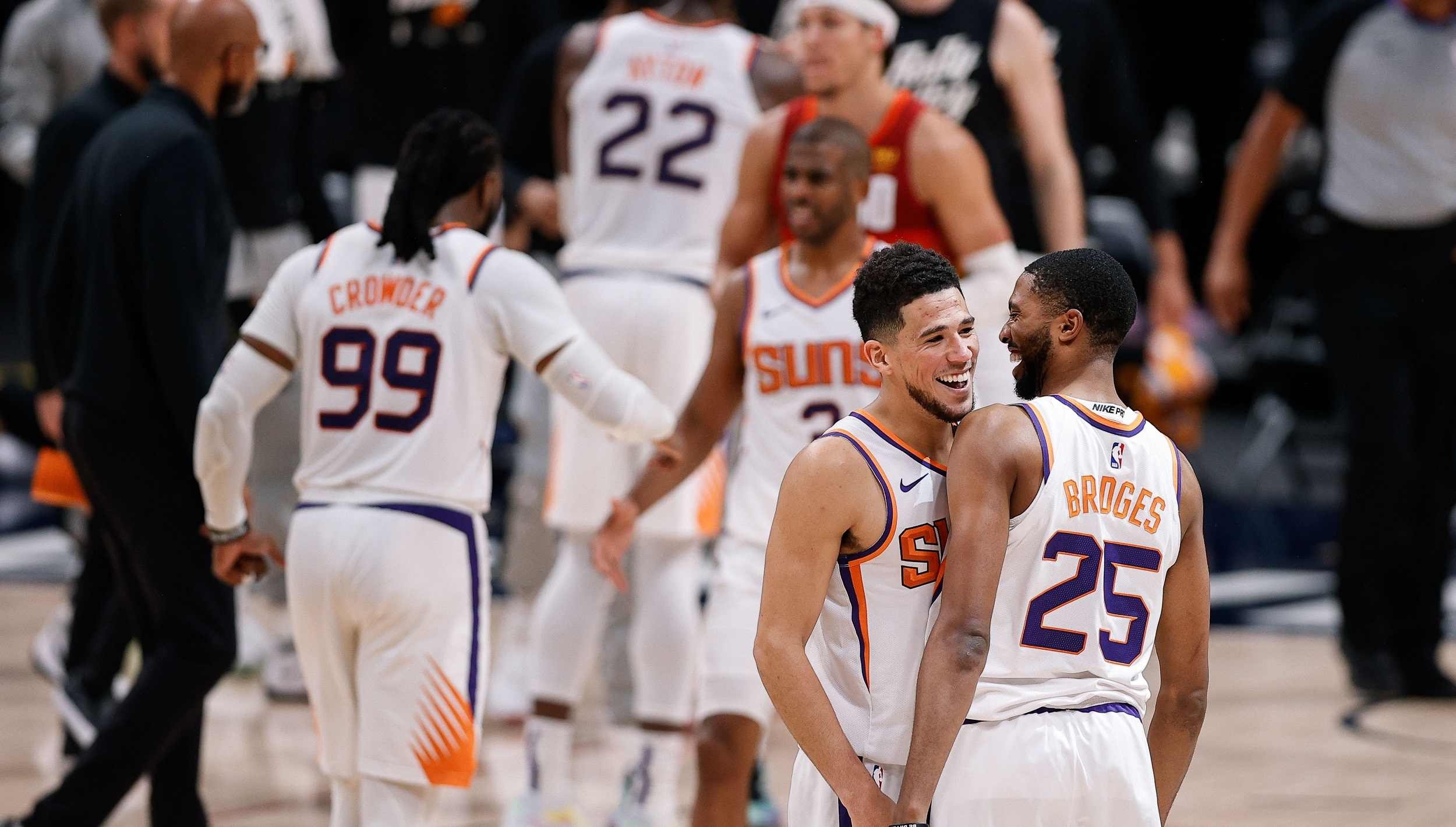 Suns complete sweep, advance to West finals