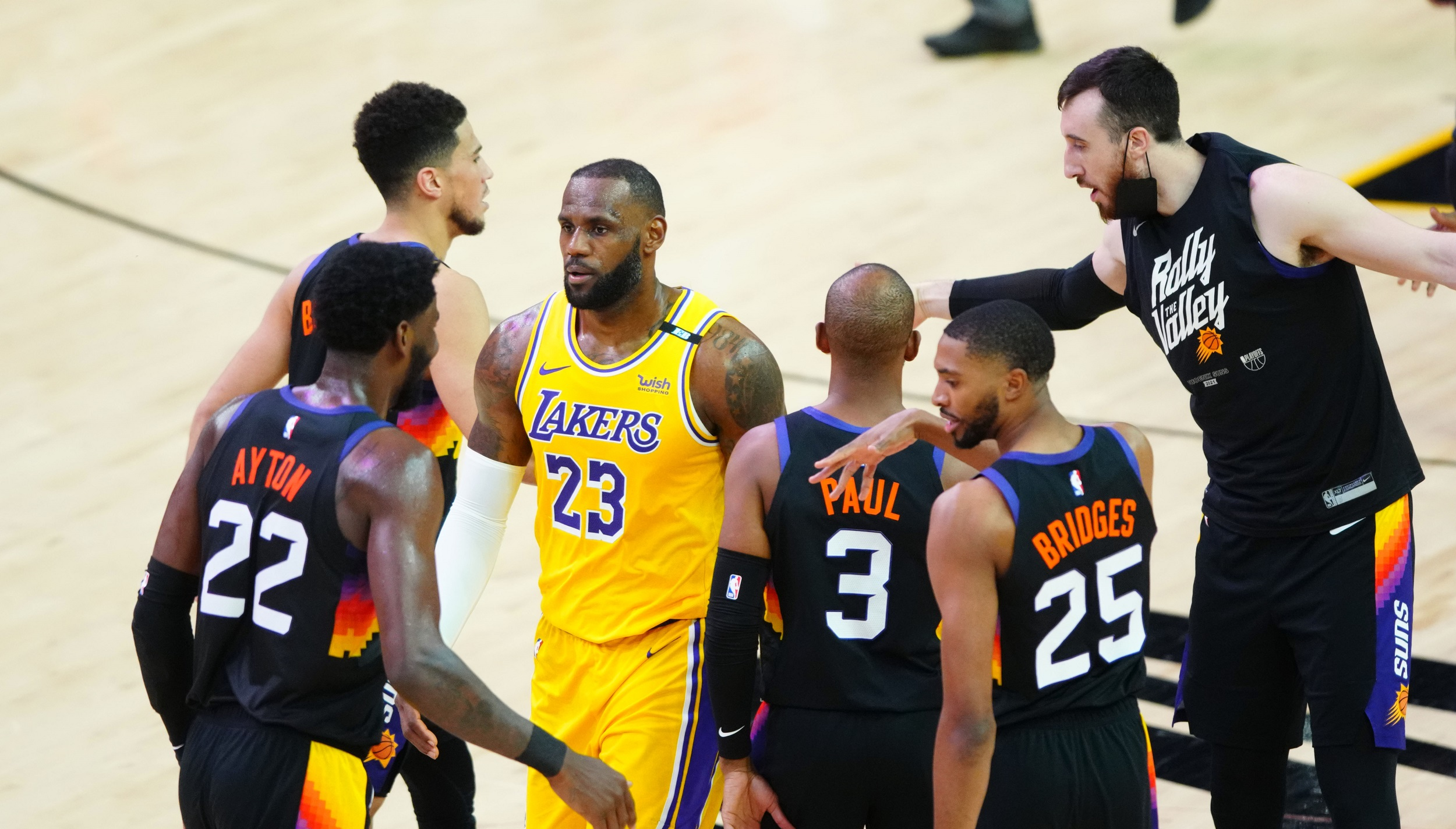 Suns demolish Lakers by 30 for 3-2 advantage