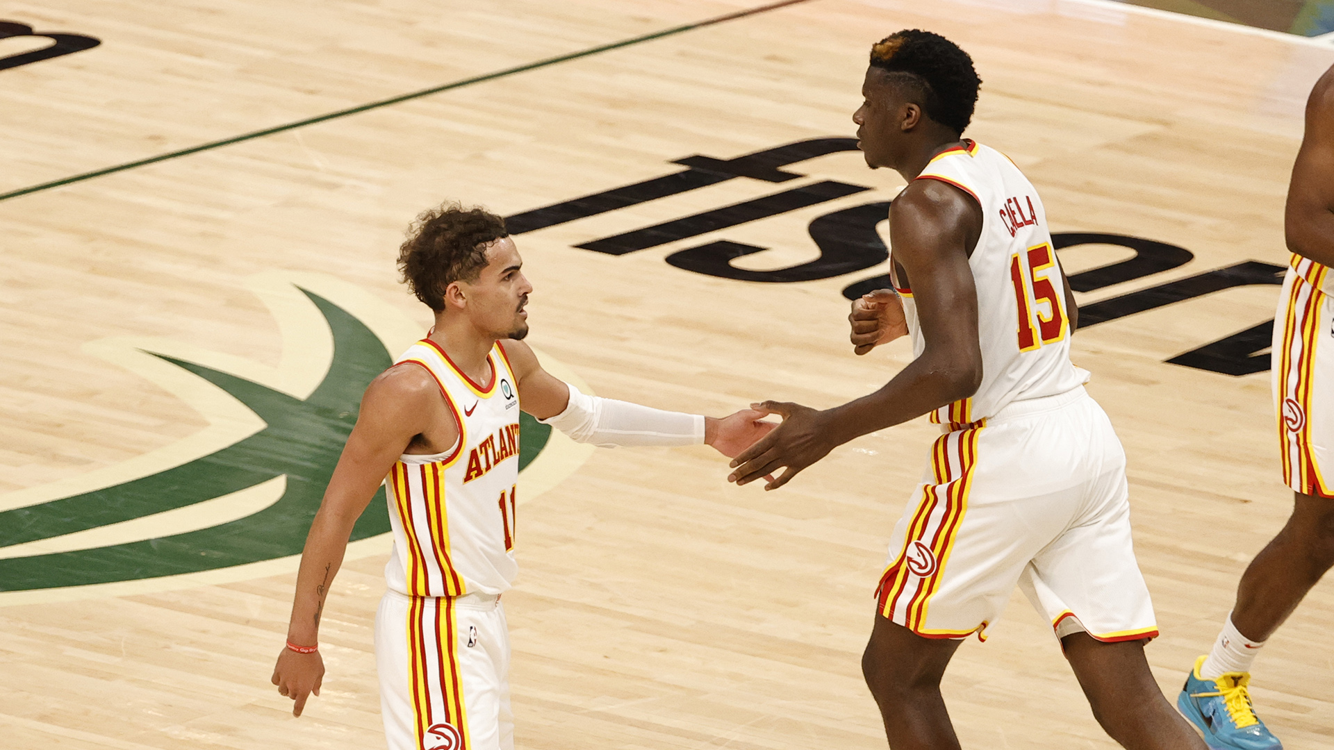 With plenty of help, Trae Young dazzles in Game 1 win over Bucks