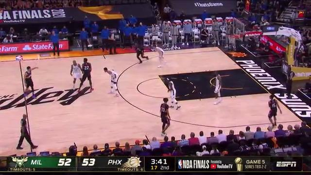 Booker gets inside to score the layup