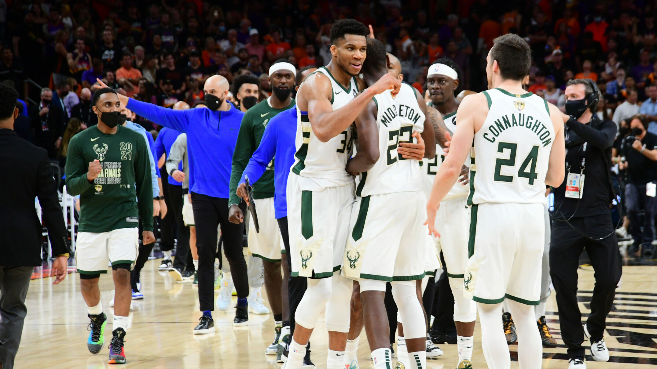 Giannis Antetokounmpo, Jrue Holiday and Khris Middleton show out in Game 5